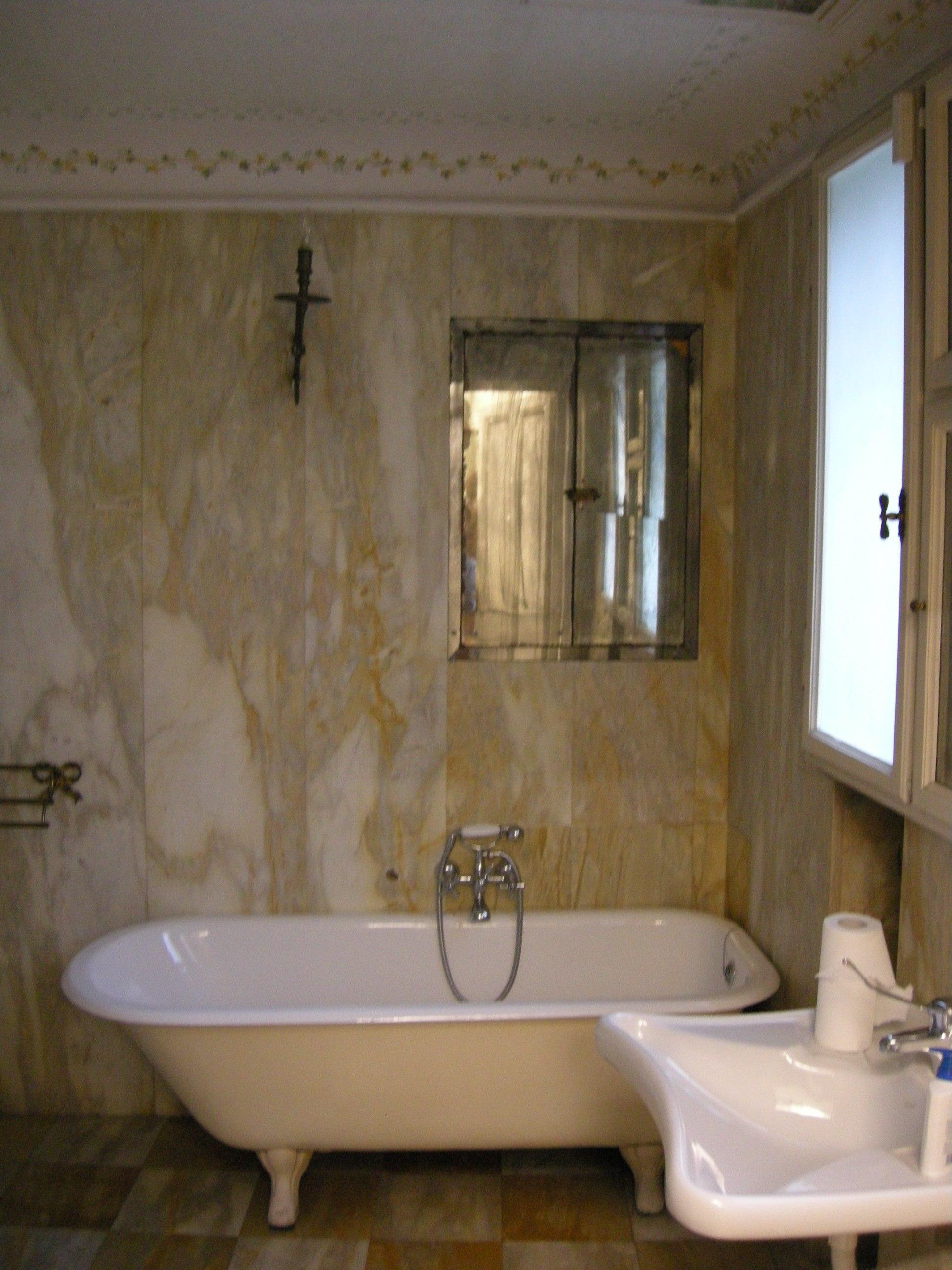 File casa siviero bagno di marmo jpg wikimedia commons - Bagno casa di campagna ...