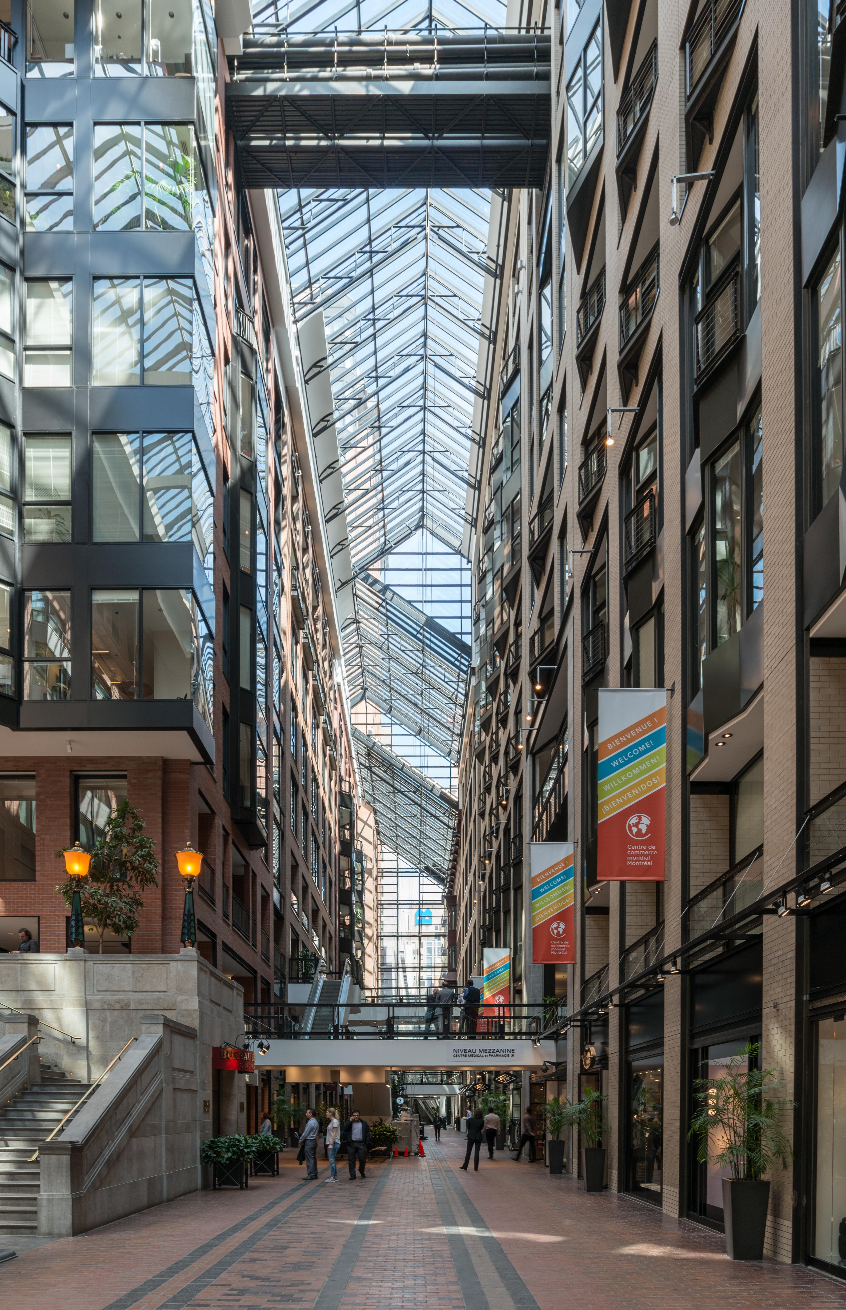 File centre de commerce mondial montr al interior view for Commerce montreal