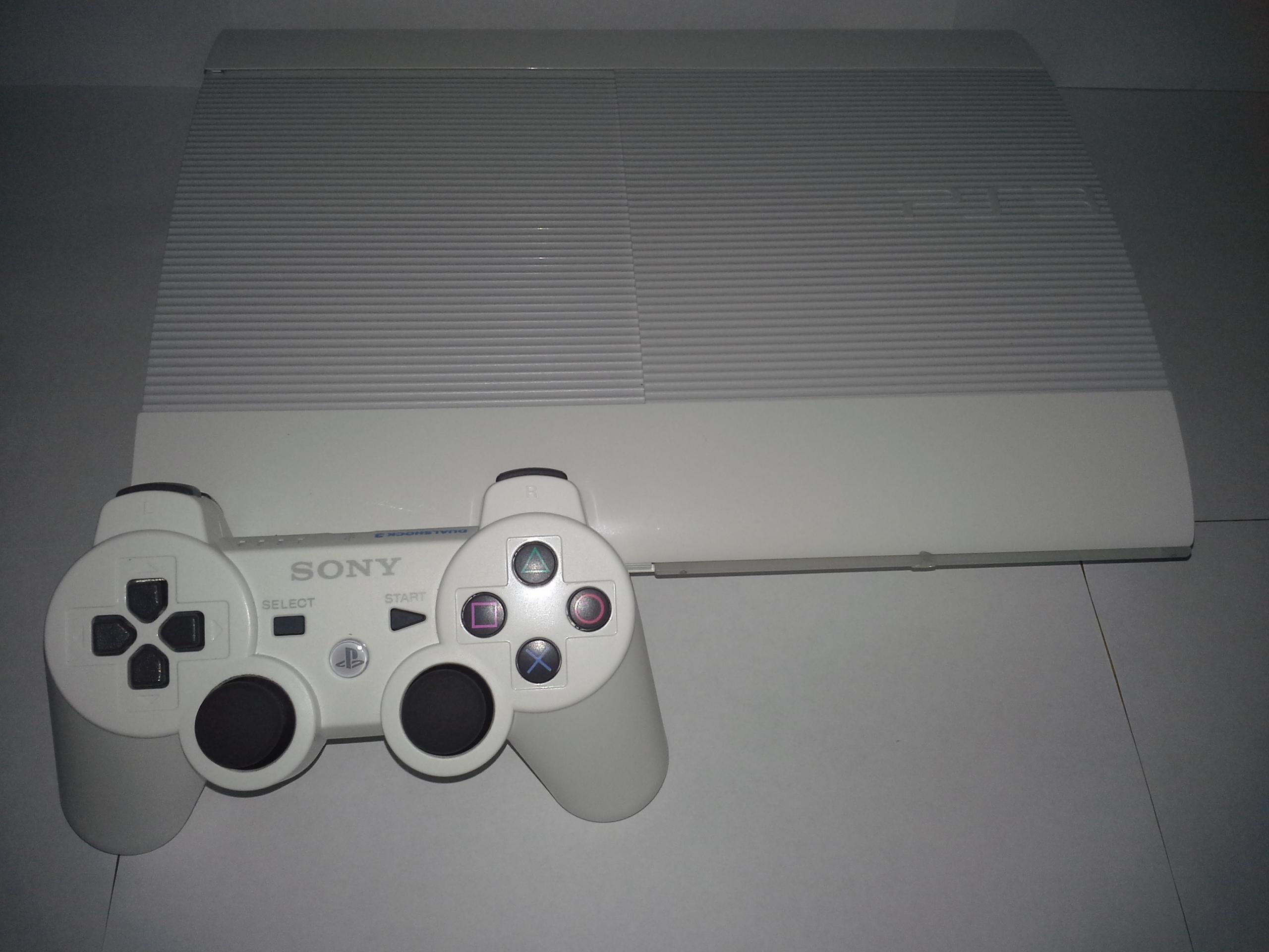 File:Classic White PS3 Super Slim - 1084.2KB