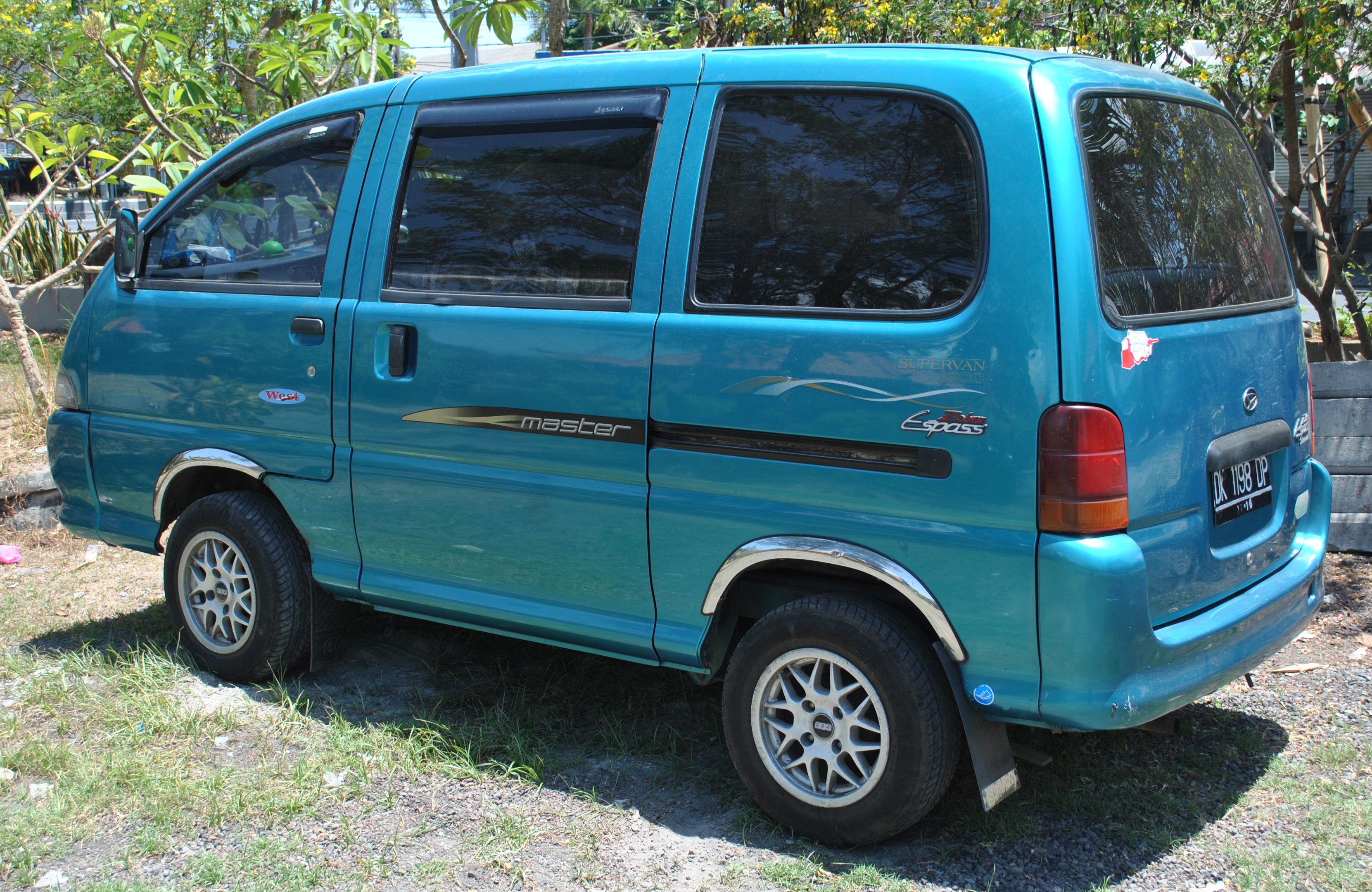 File:Daihatsu Zebra Espass rear.jpg - Wikimedia Commons