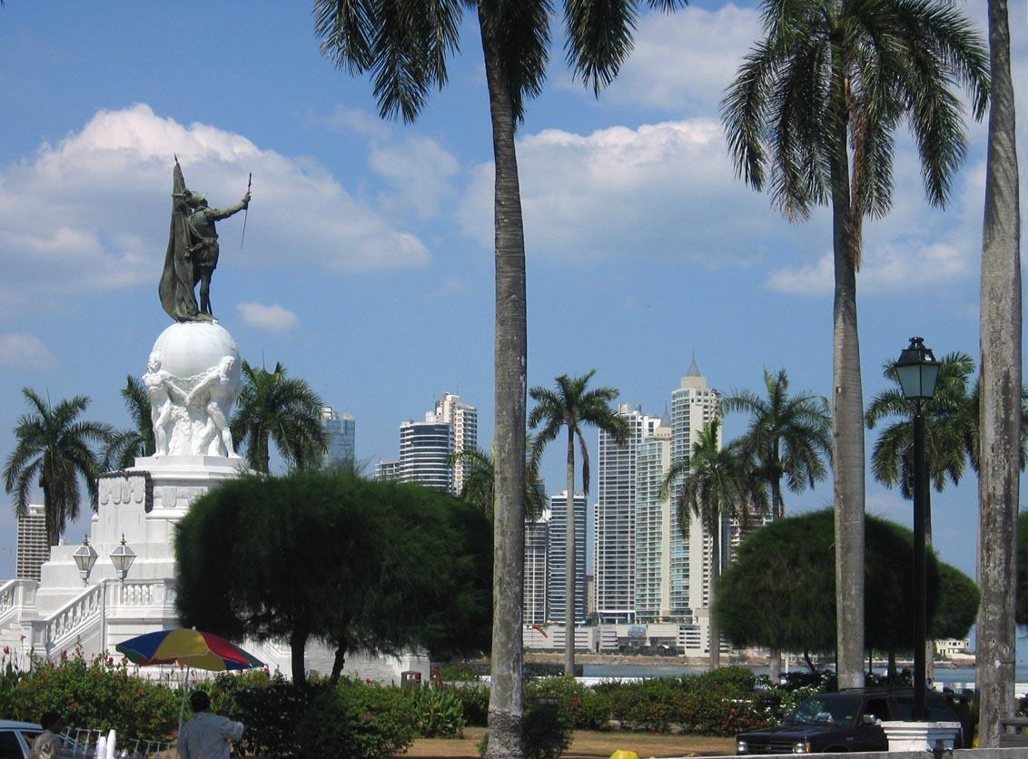 Ciudad de Panamá، مدينة بنما  DirkvdM_monumento_a_balboa