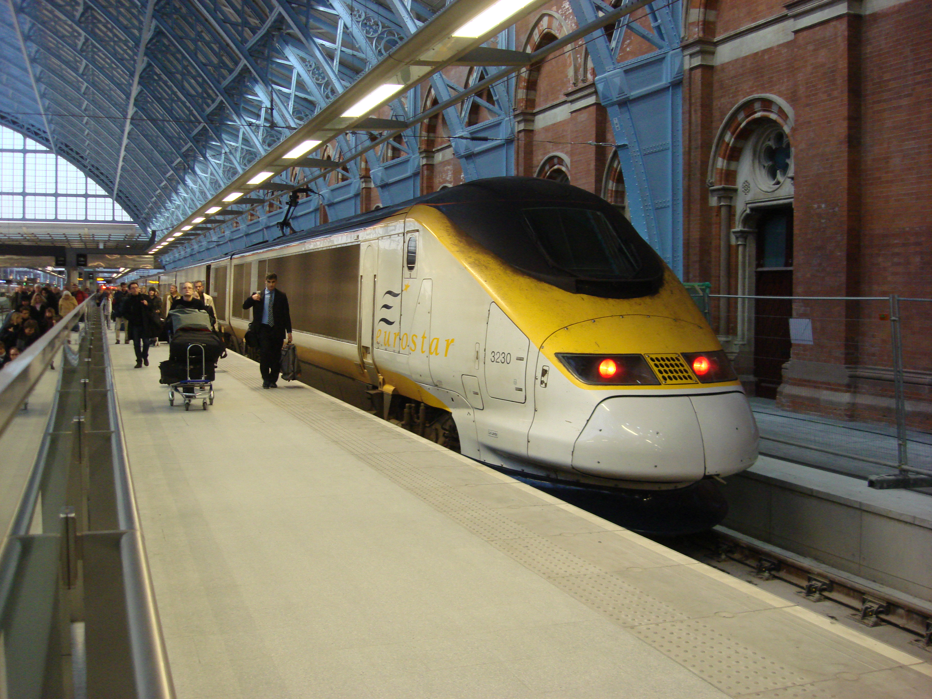 File:Eurostar at St Pancras railway station.jpg - Wikipedia, the ...