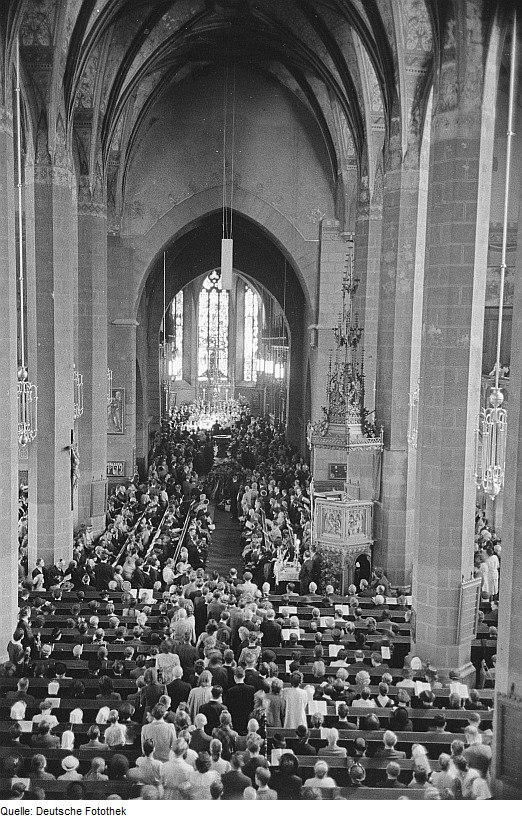28 de julio de 1950: ceremonia conmemorativa para Bach en Thomaskirche, Leipzig, en el 200 aniversario de la muerte del compositor.