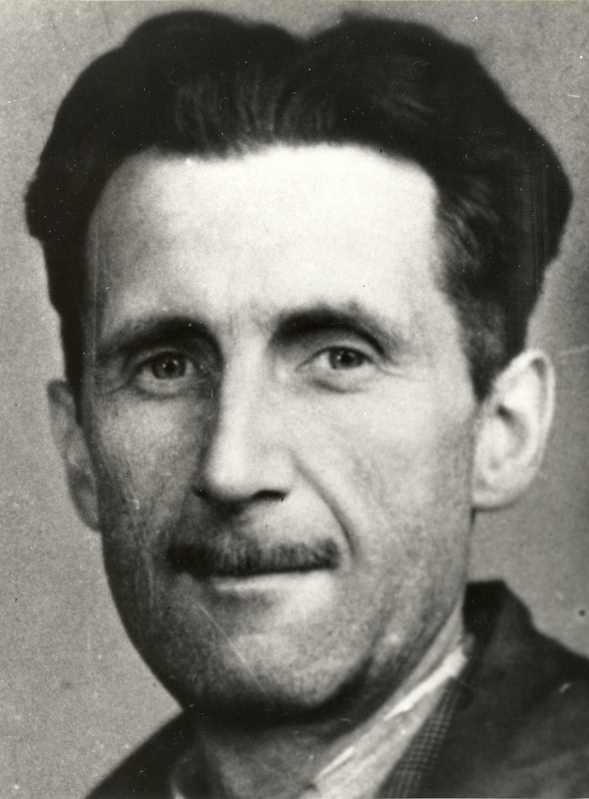 Orwell's [[press card]] portrait, 1943.