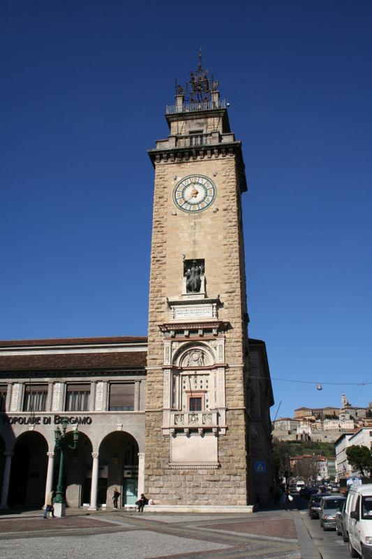 Single computer station - Picture of Ostello di Bergamo, Bergamo