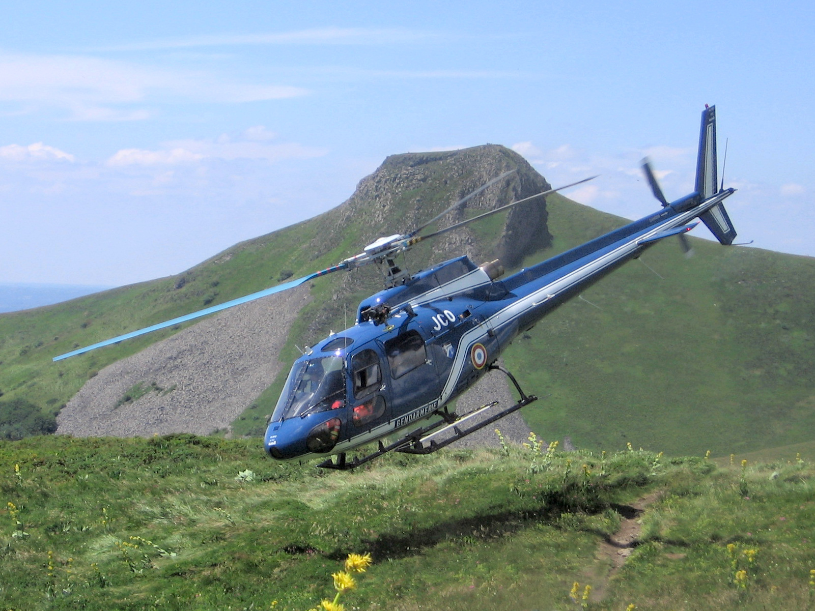 Description Helicopter rescue sancy takeoff.jpg
