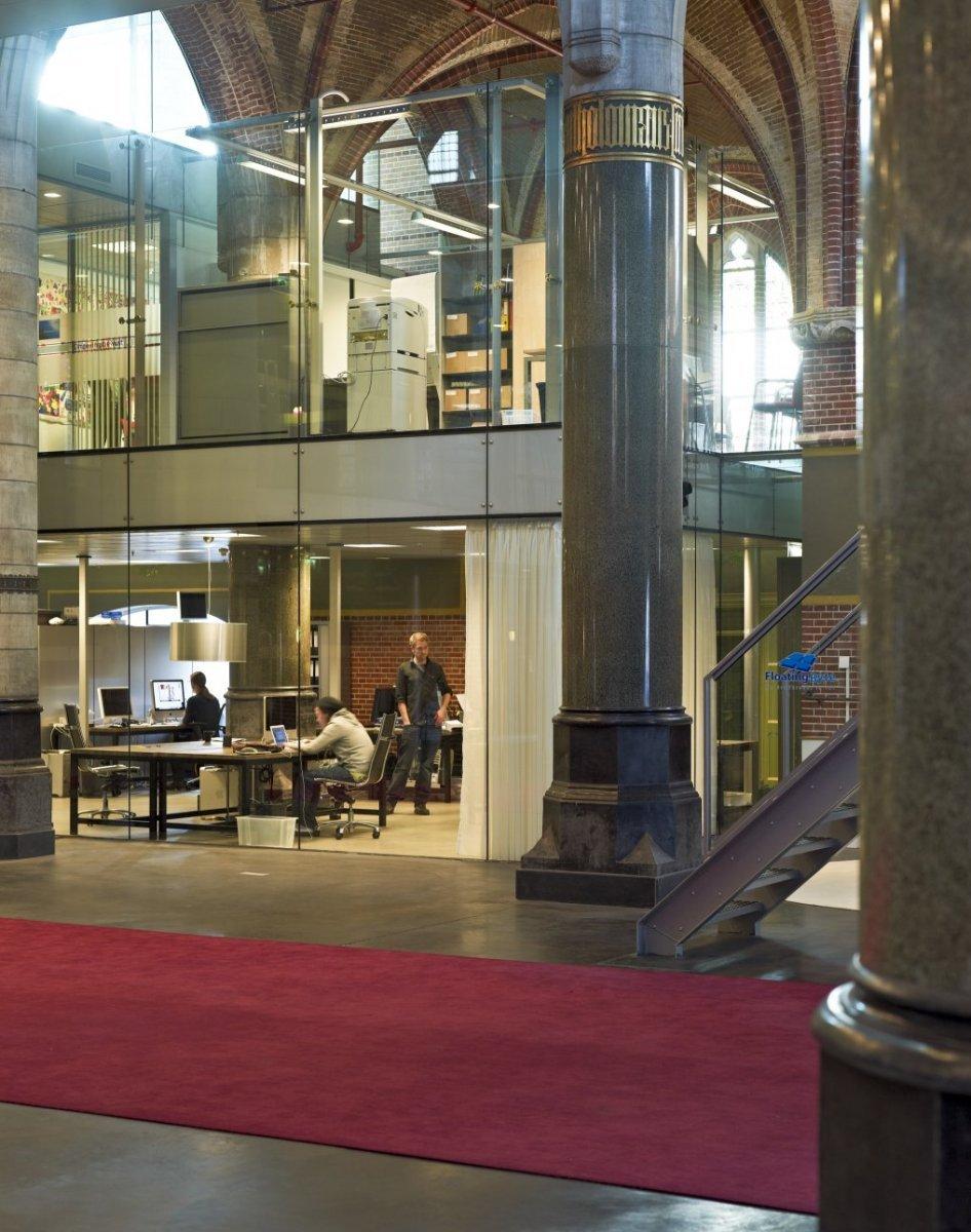 File:Interieur, zicht op glazen units in de kerk - Breda - 20533447 ...