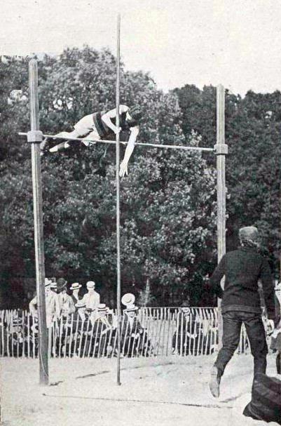 Irving_Baxter,_champion_olympique_de_saut_%C3%A0_la_perche_en_1900_(3m30).jpg