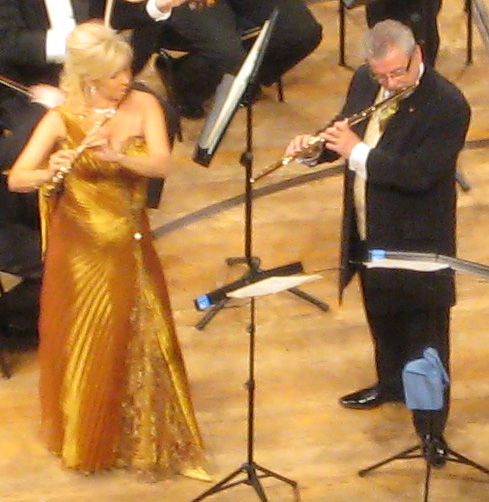 James Galway and his wife, Jeanne Galway, performing in the 2007 New Year's Eve concert at the [[Lucerne Culture and Congress Centre Culture and Convention Centre]], Lucerne.