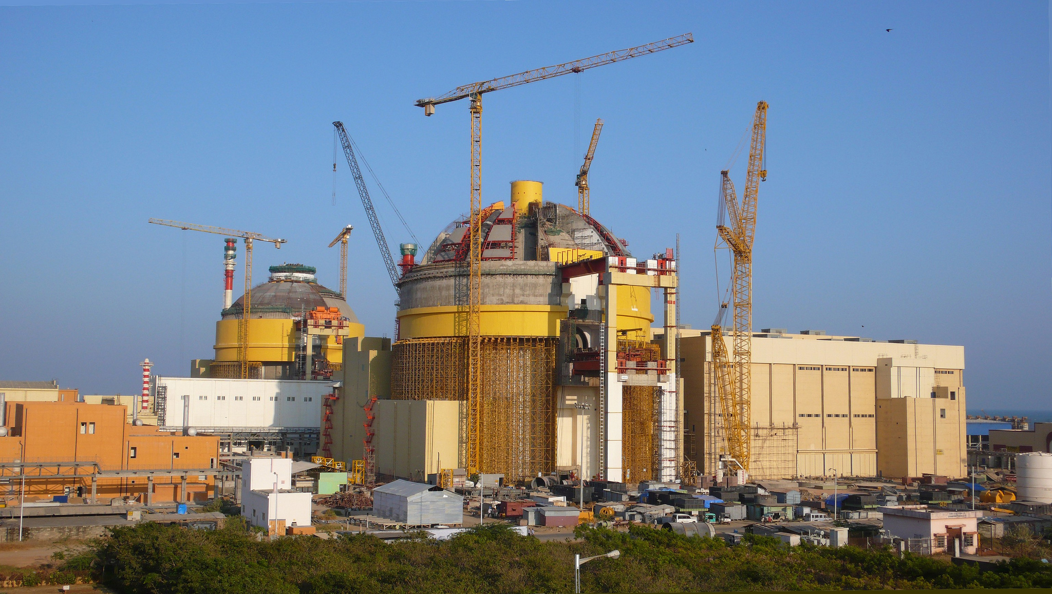 English: Construction site of the Koodankulam Nuclear Power Plant Deutsch: Baustelle des Kernkraftwerks Kudankulam (Photo credit: Wikipedia)