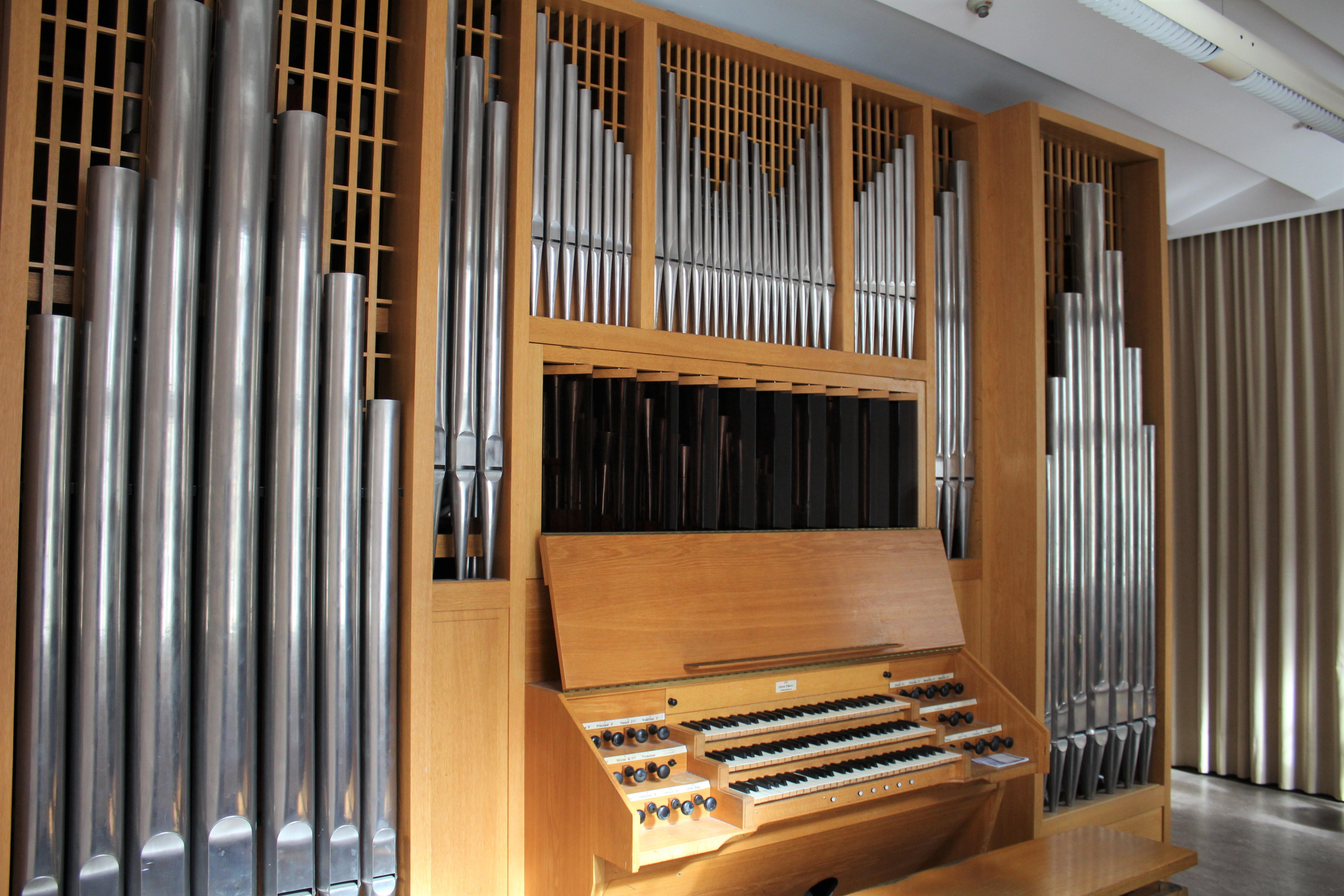 DateiLübeck Musikhochschule Orgel 21.jpg – Wikipedia