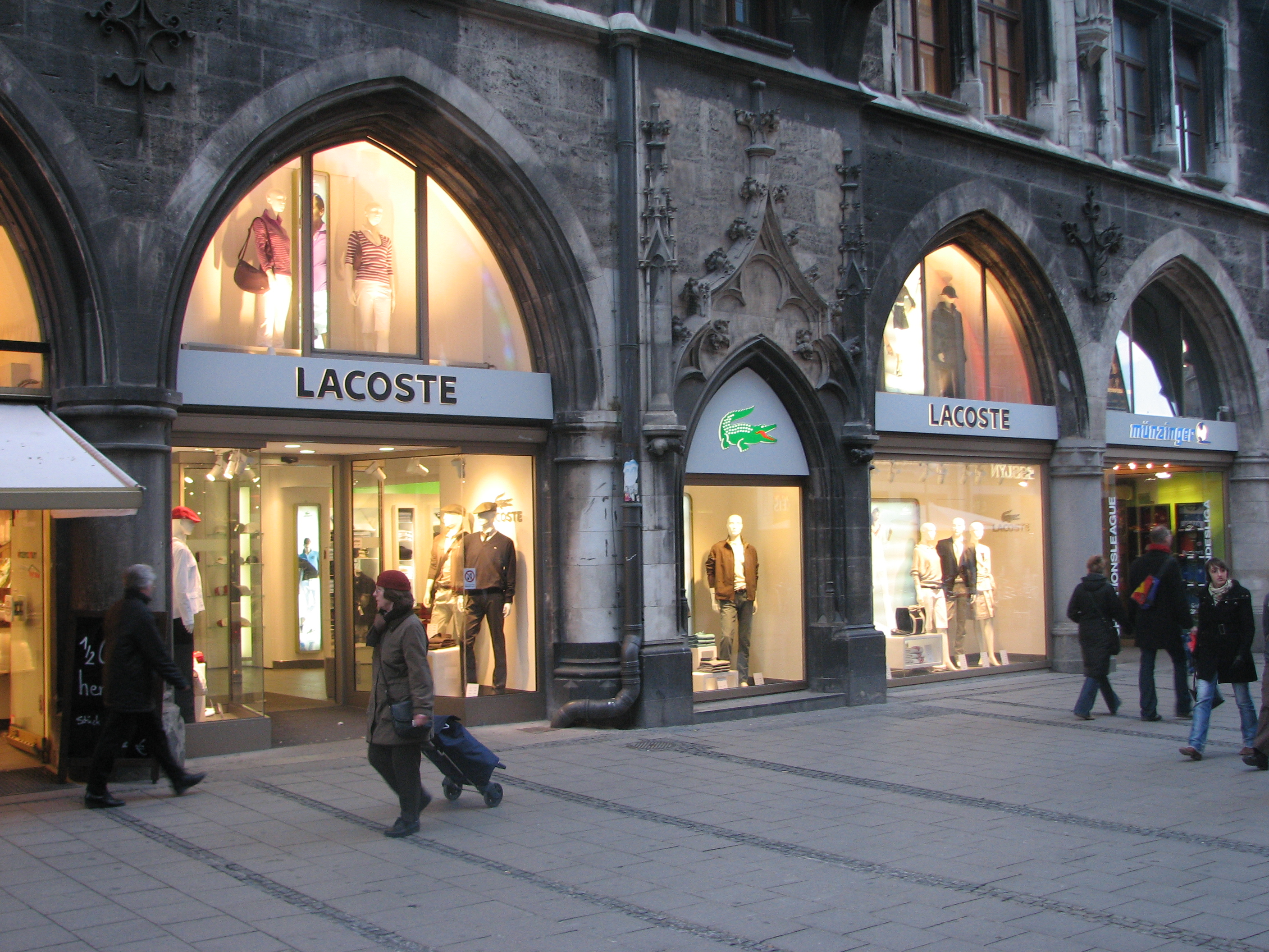 free shipping 26220 d9a93 File:Lacoste store.jpg - Wikimedia Commons