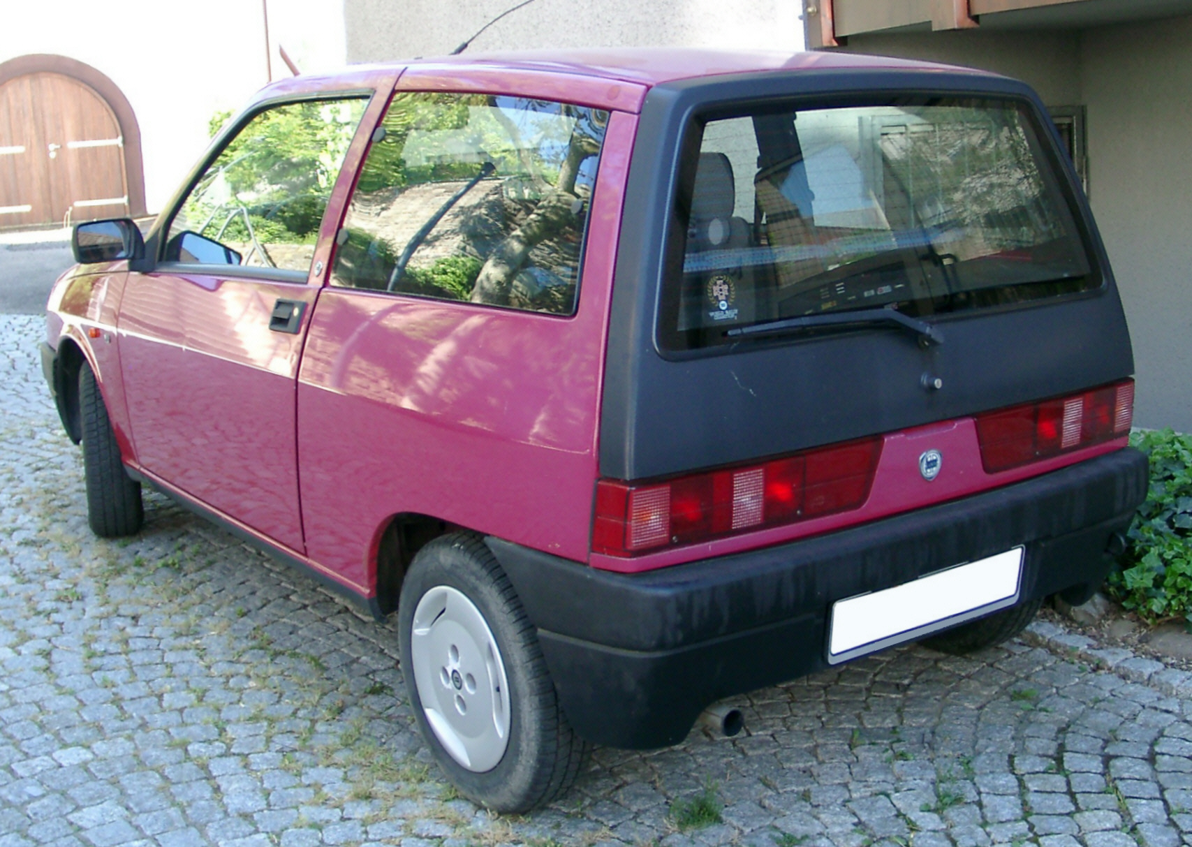 File:Lancia Y10 rear 20070502.jpg - Wikimedia Commons