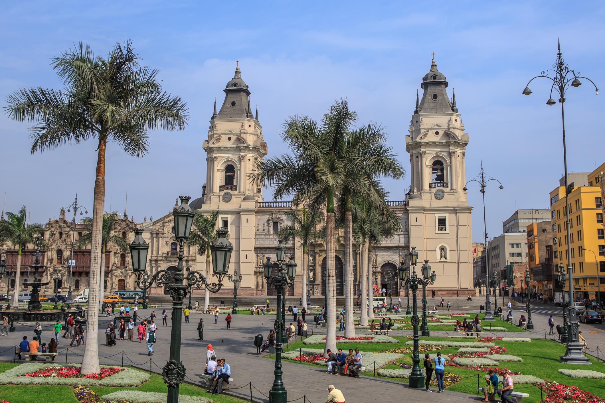 Peru - Page 7 Lima%2C_Peru%E2%80%A6the_Plaza_de_Armas_de_Lima_by_day_%288444360764%29