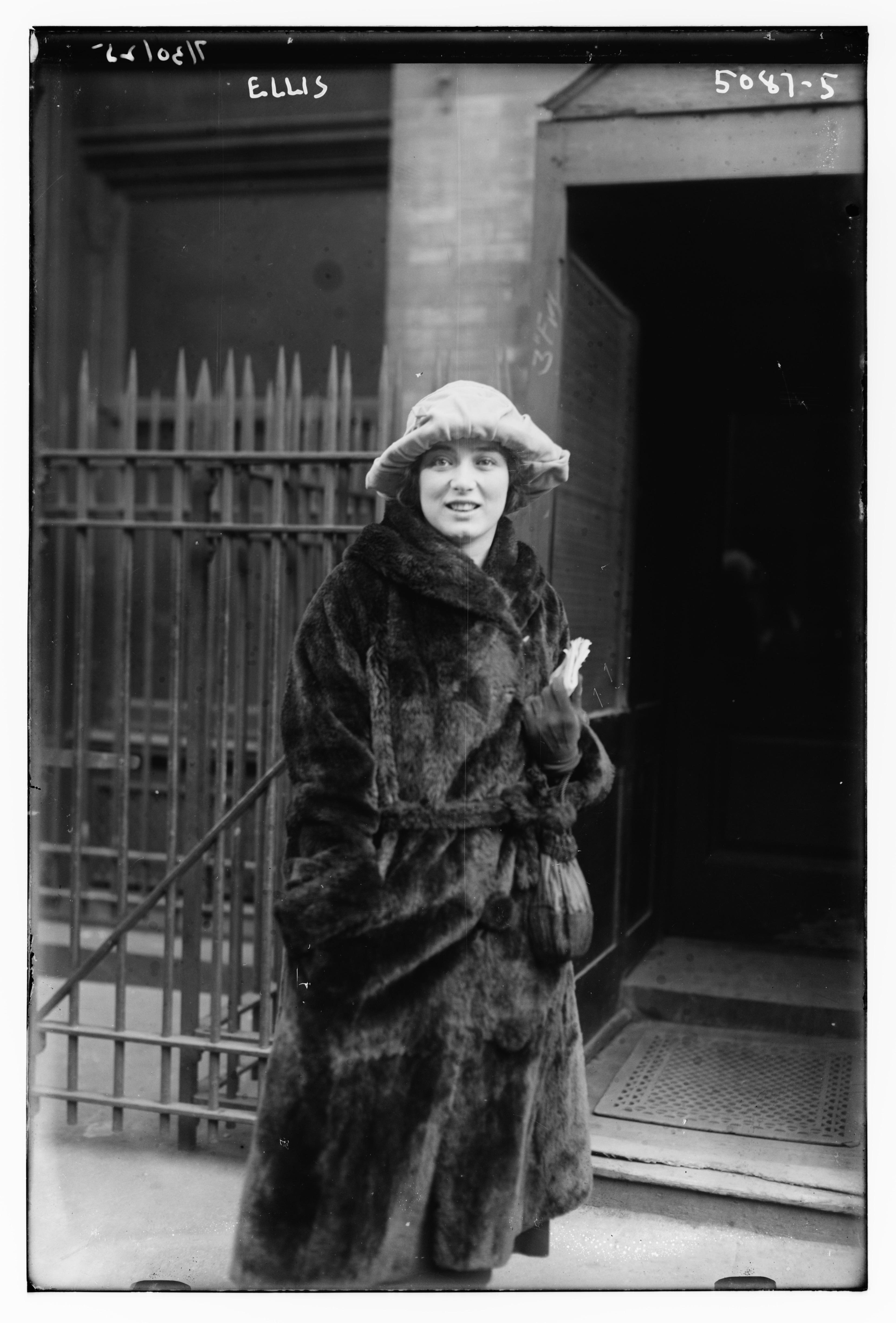 Le droit des femmes - Page 8 Mary_Ellis_in_1920