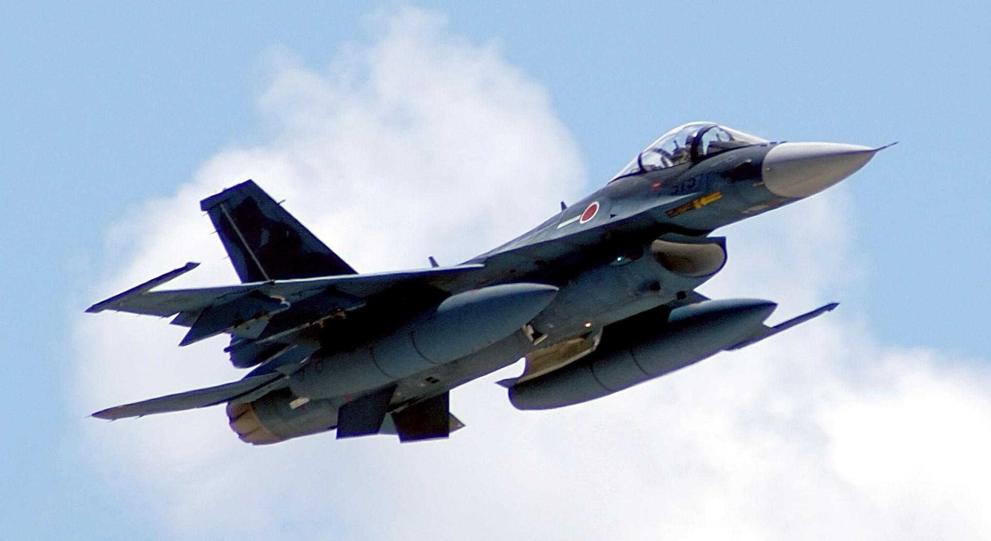 الصناعة العسكرية اليابانية,,,ماذا بعد؟! Mitsubishi_F-2_at_Guam_(Cropped)