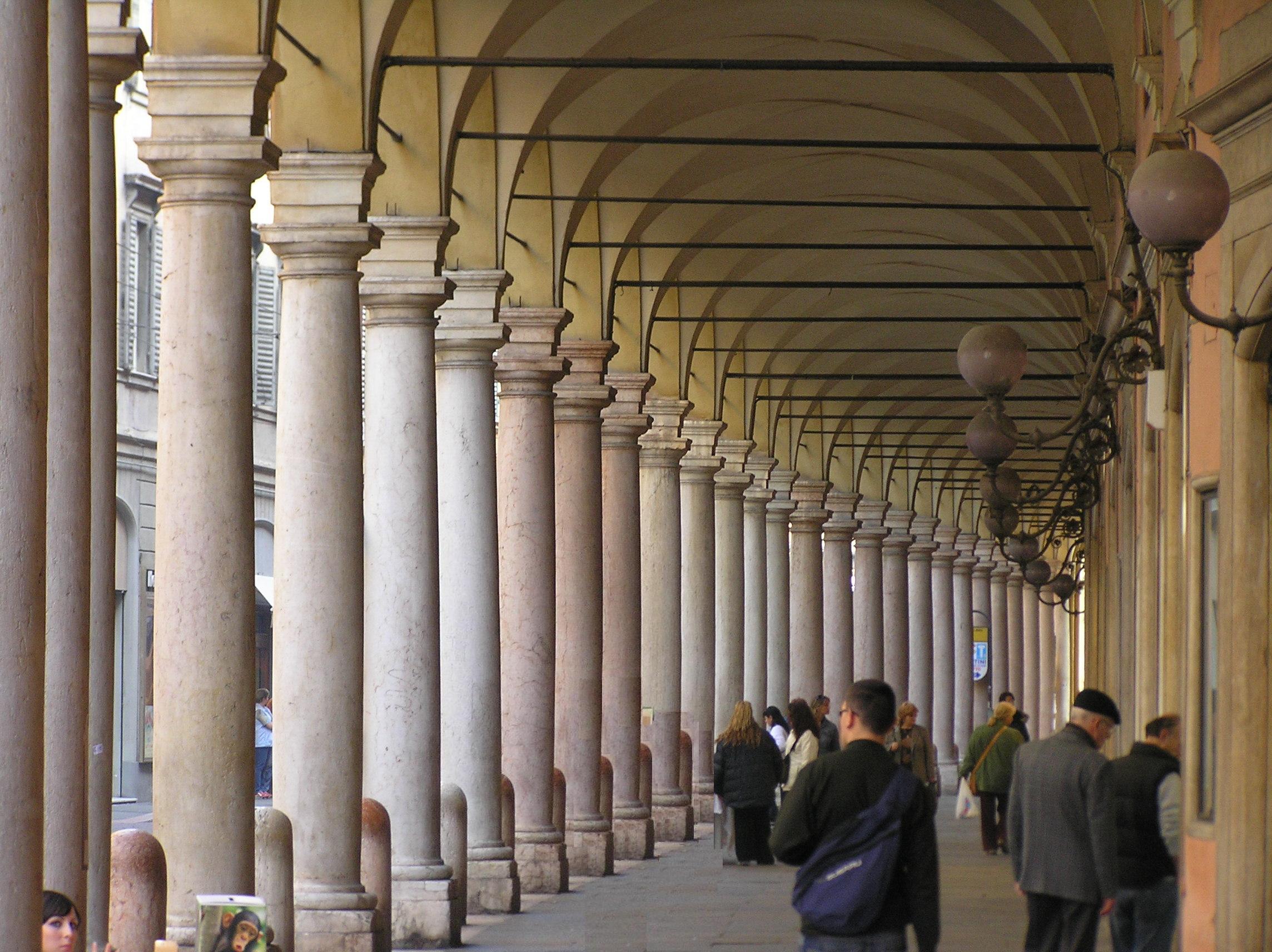 File modena wikipedia for Foto di portici in pietra