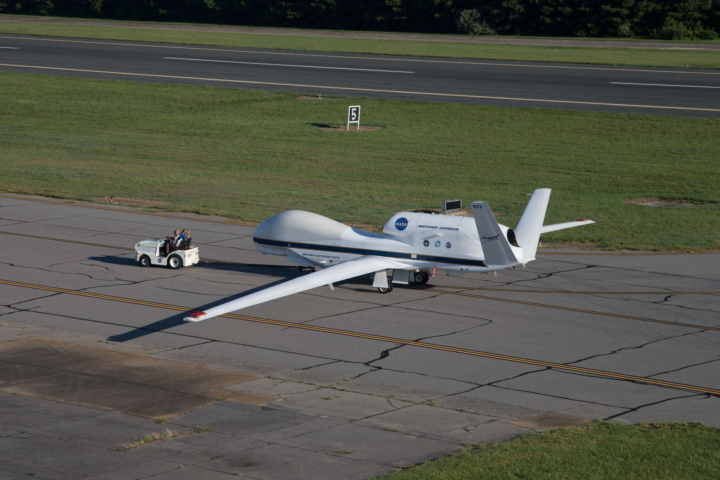 File:NASA 872 Global Hawk taxis at Wallops Flight Facility.jpg