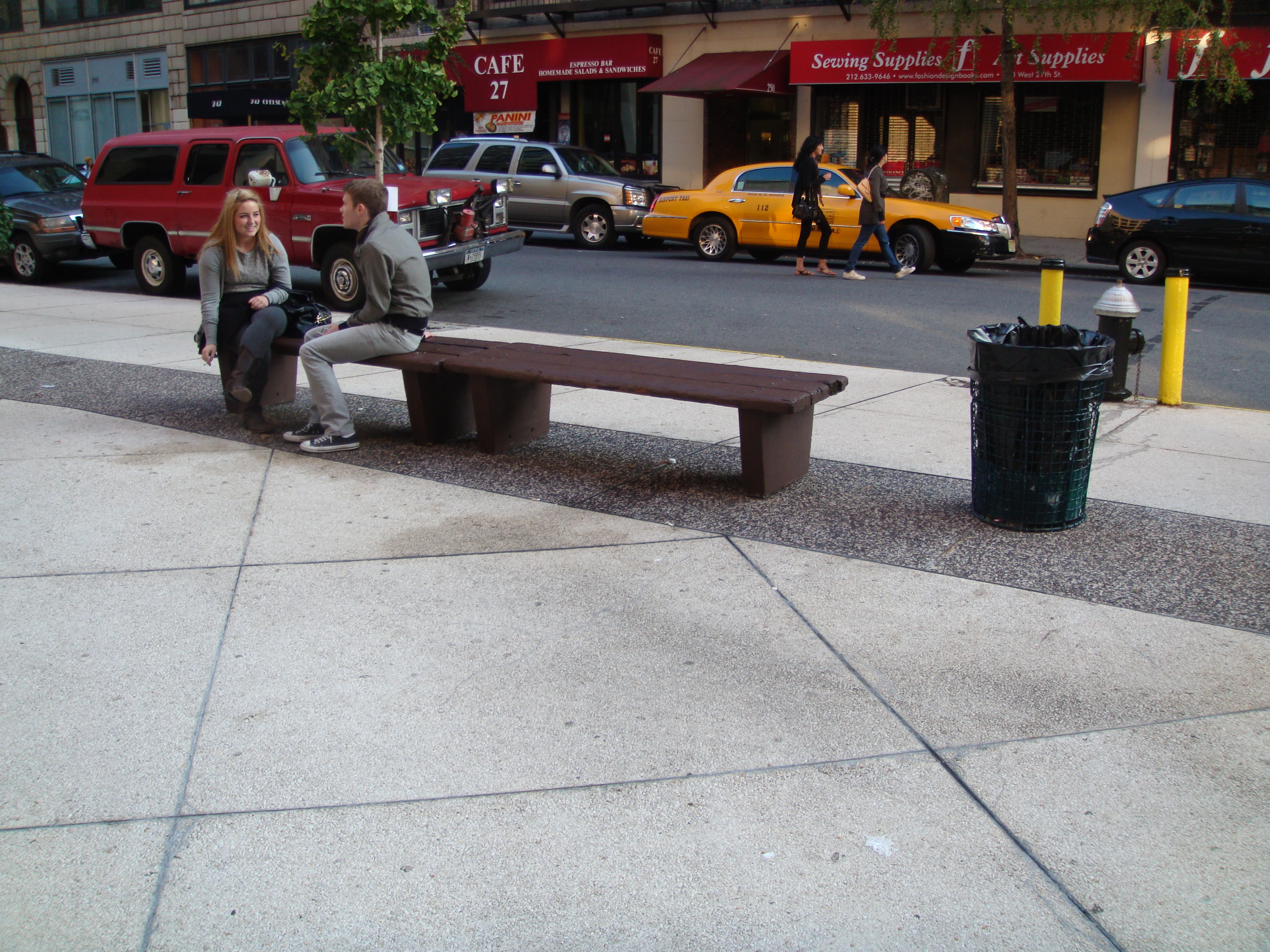 File:New York City bench and Cafe 27.jpg