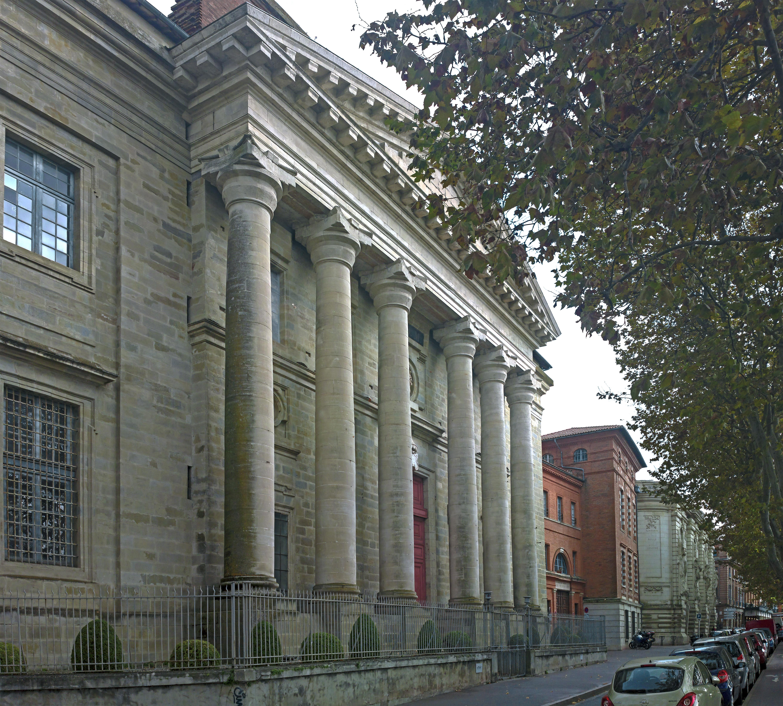 Façade principale de l'édifice