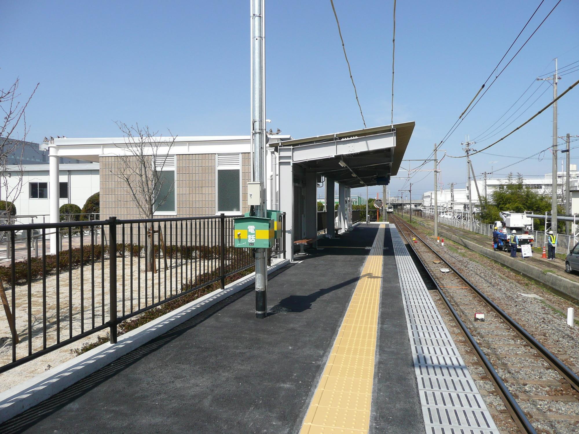 https://upload.wikimedia.org/wikipedia/commons/7/7e/OHMI_Railway_SCREEN_Station_platform.jpg