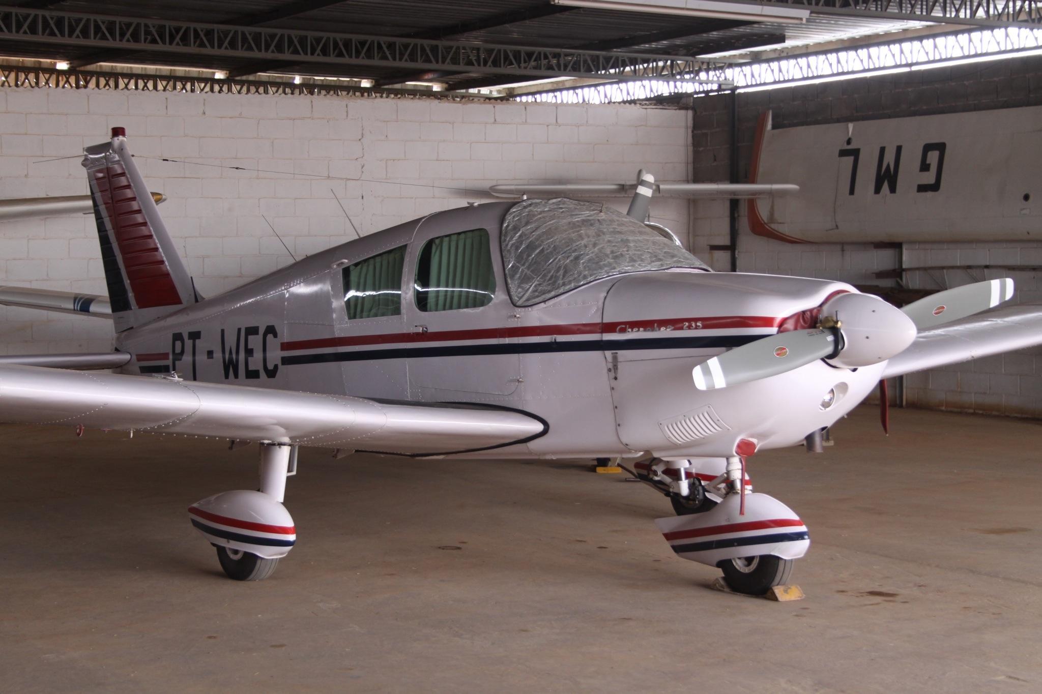 File:PT-WEC Piper PA-28-235 Cherokee (8181553394) jpg