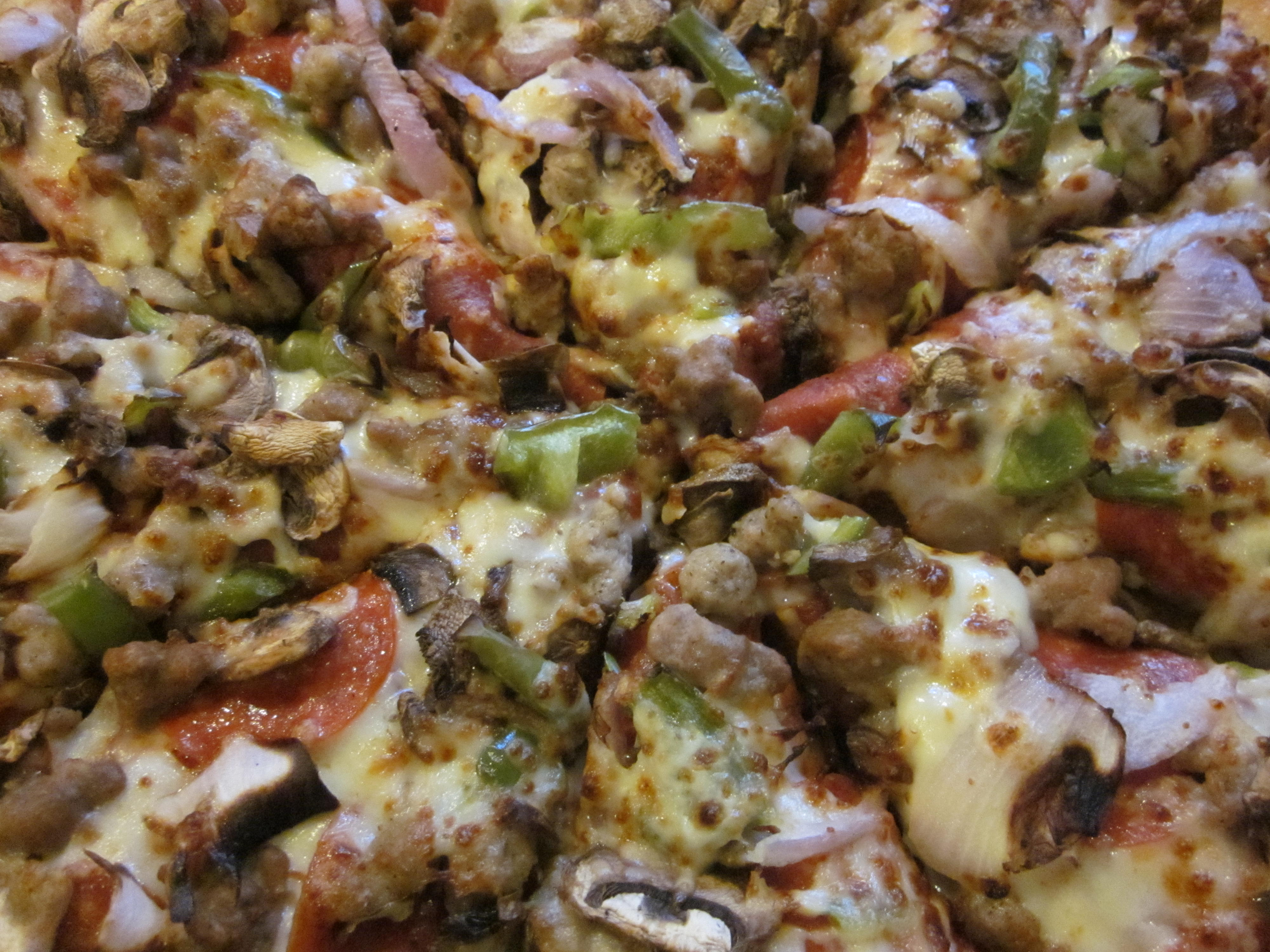 File:Pizza Hut Supreme pizza 1.JPG - Wikimedia Commons