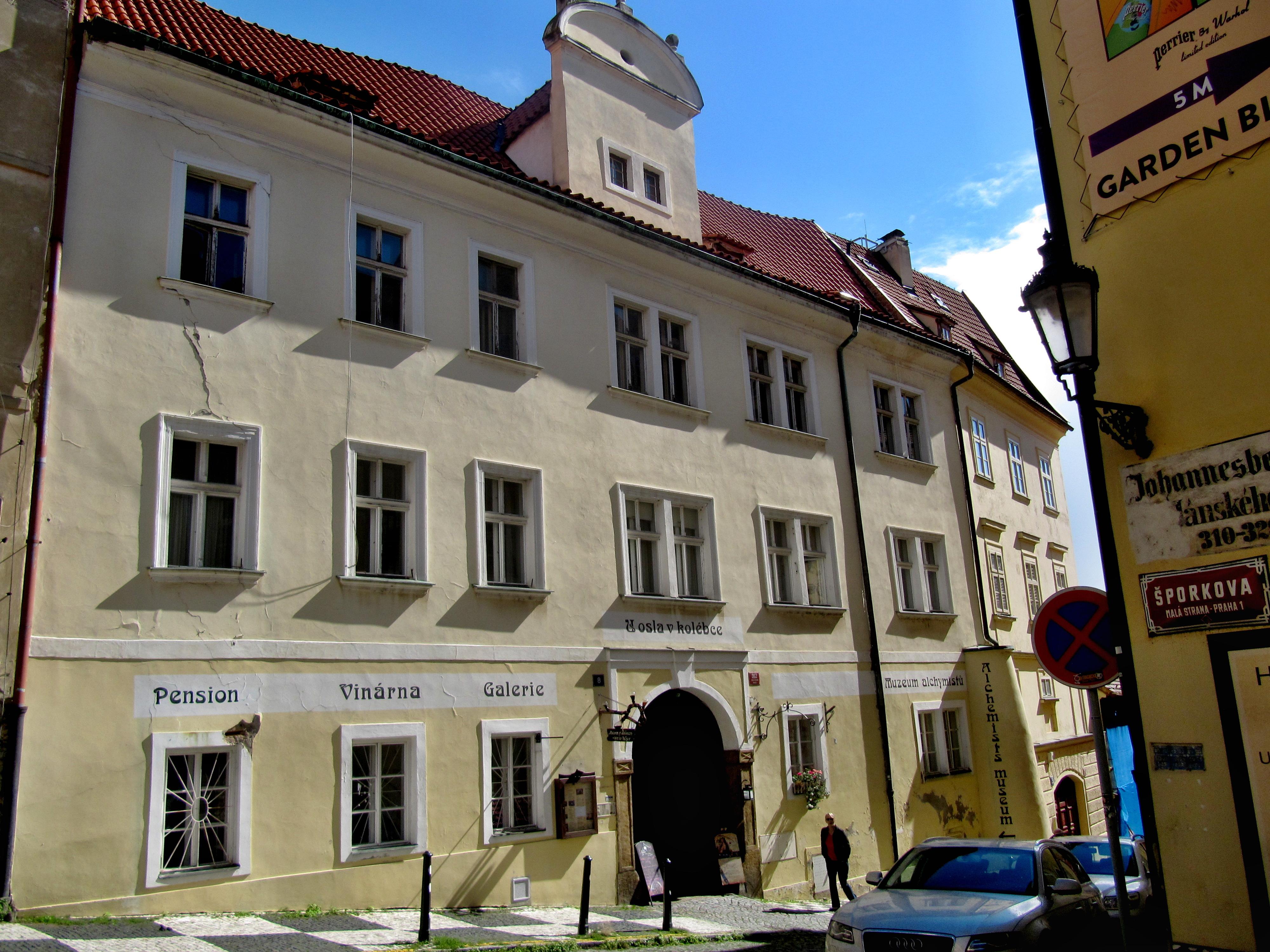 Soubor:Praha, dům U Osla v kolébce.jpg – Wikipedie