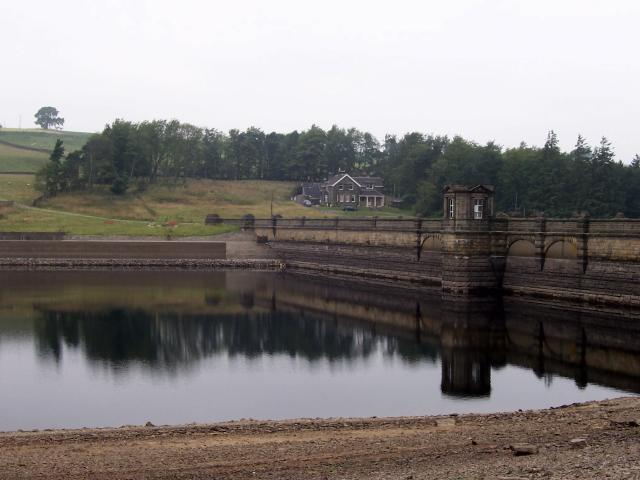 Roundhill Reservoir and Roundhill House - geograph.org.uk - 466680