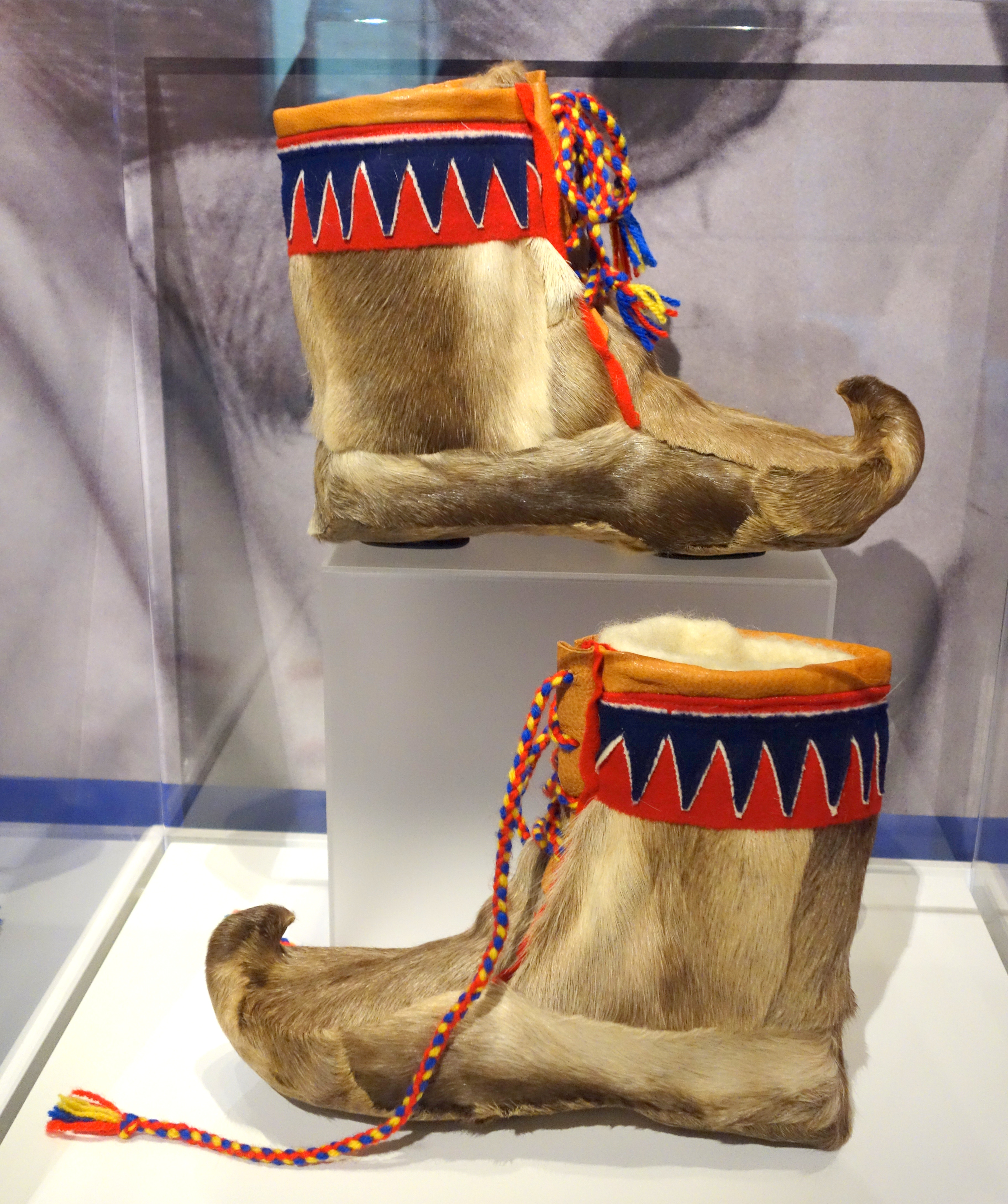 File:Saami boots (nuvttohat), early