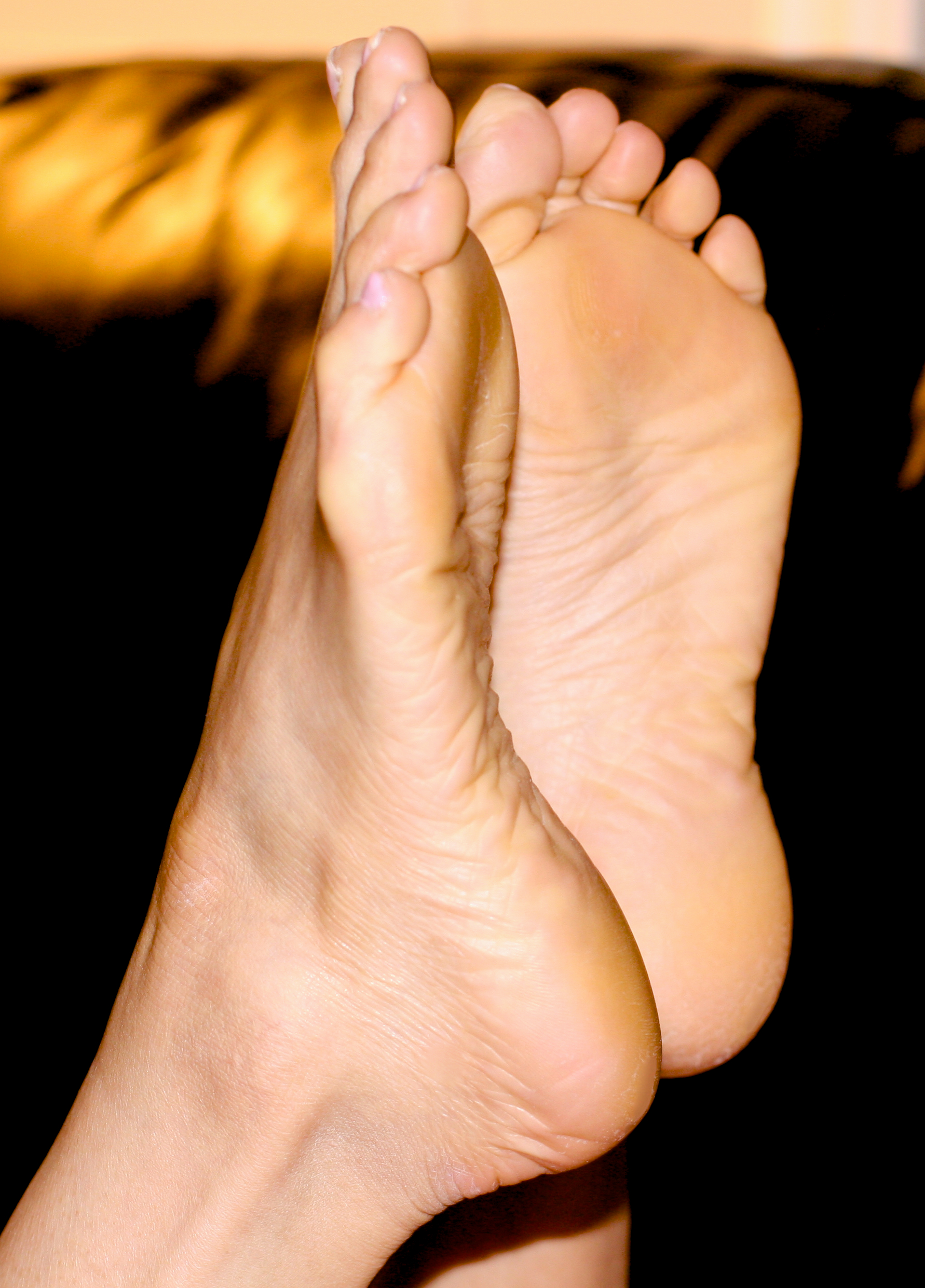 file:sexy barefeet5 - wikimedia commons