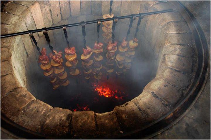 http://upload.wikimedia.org/wikipedia/commons/7/7e/Shashlik_by_armenian.jpg