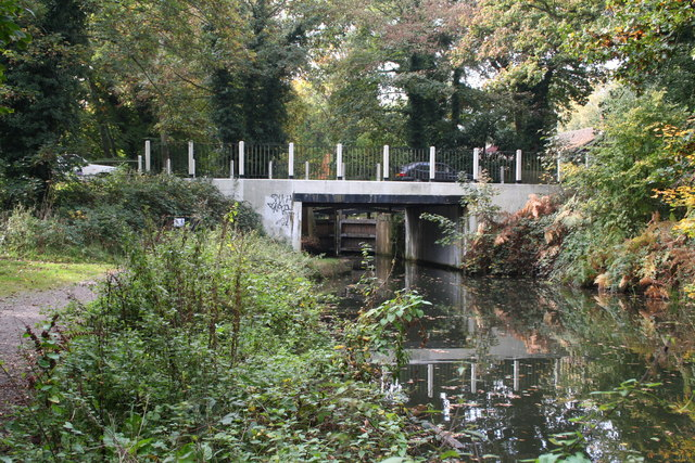 Sheerwater Bridge, Basingstoke Canal - geograph.org.uk - 586051