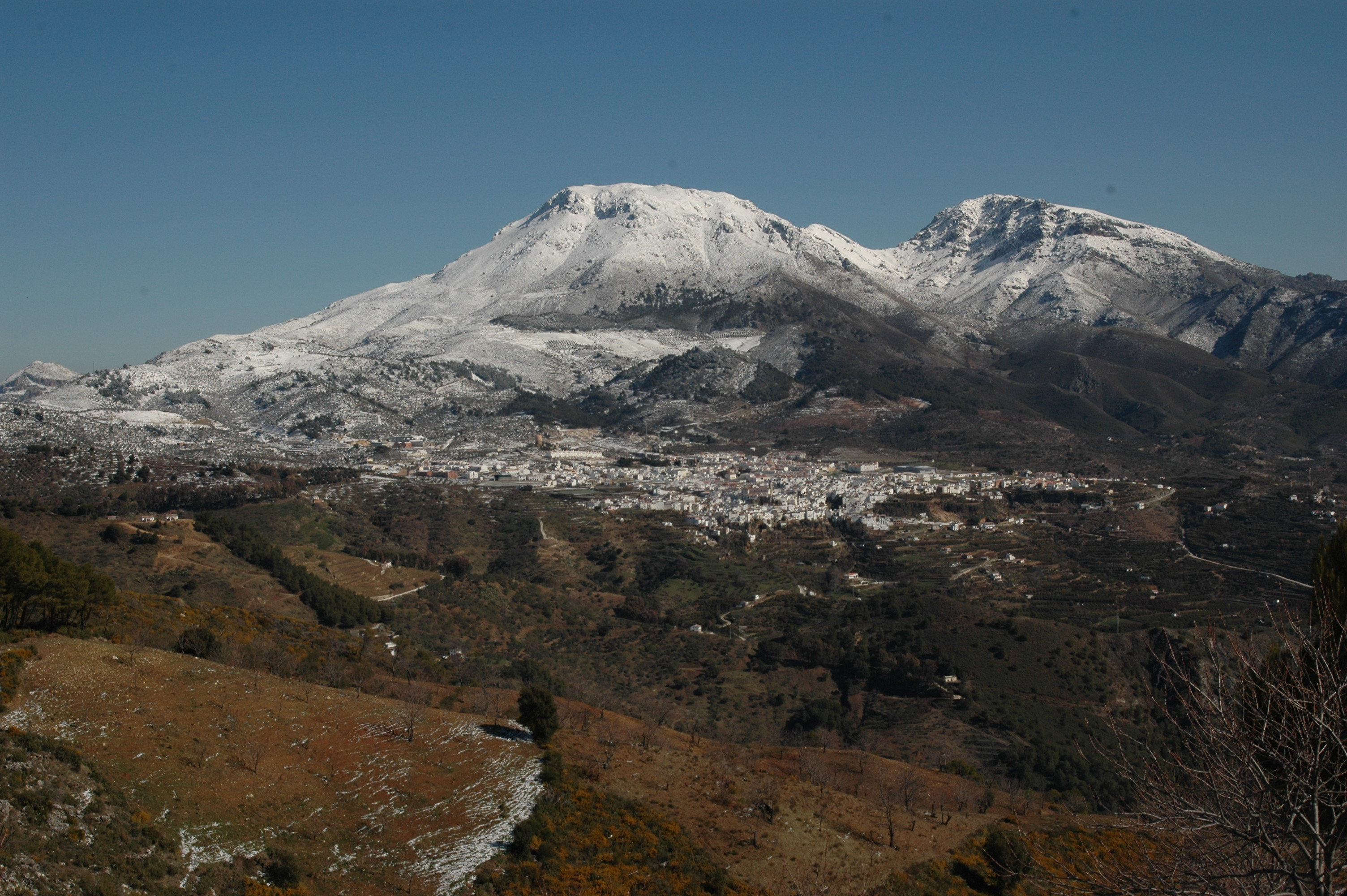 Descripción Sierra de las nievespanoramica.JPG