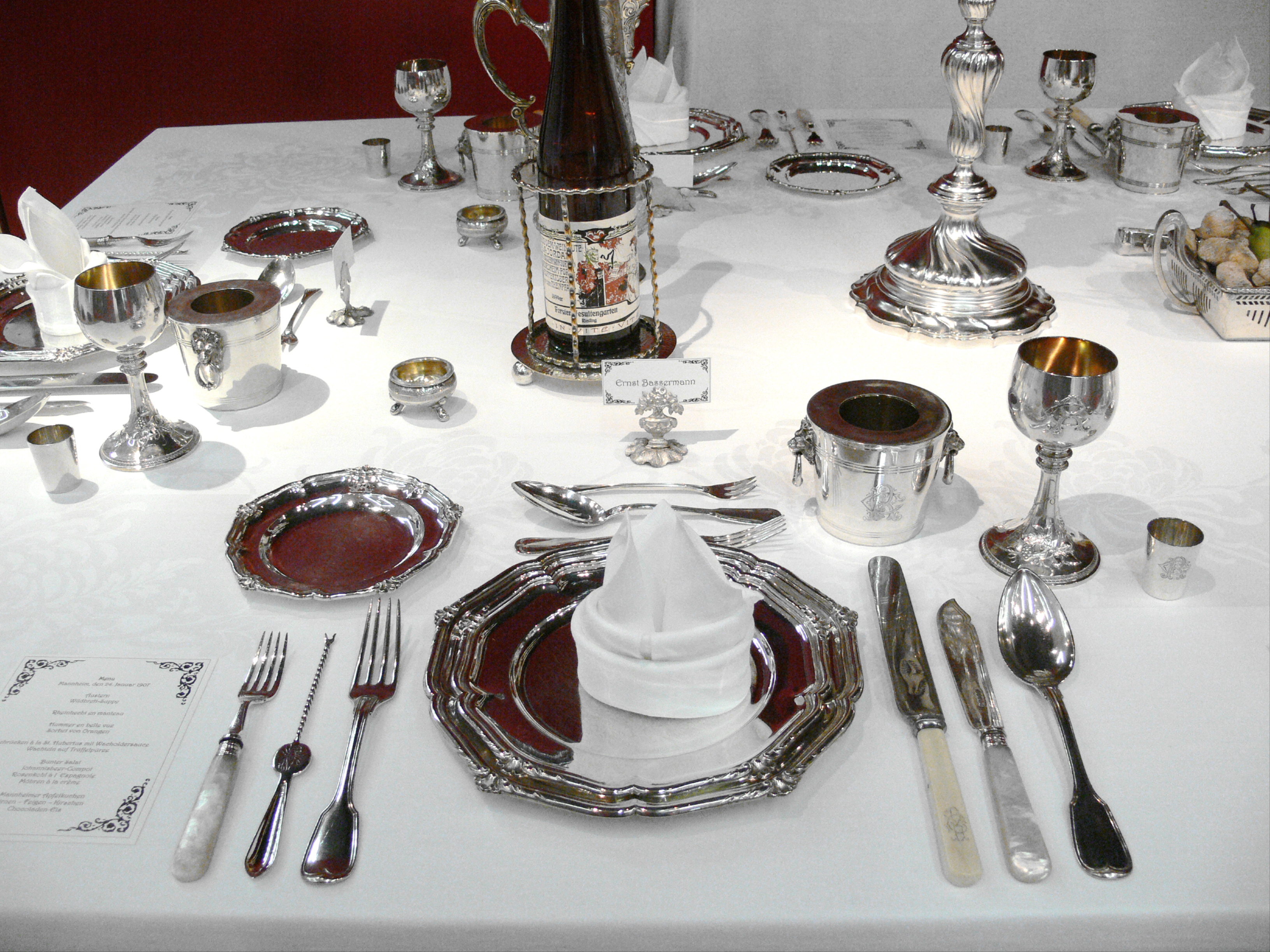Table D Appoint Cuisine table setting - wikipedia