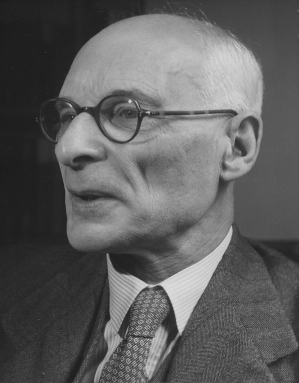 Clack and white portrait photograph of an elderly Alexander Carr-Saunders