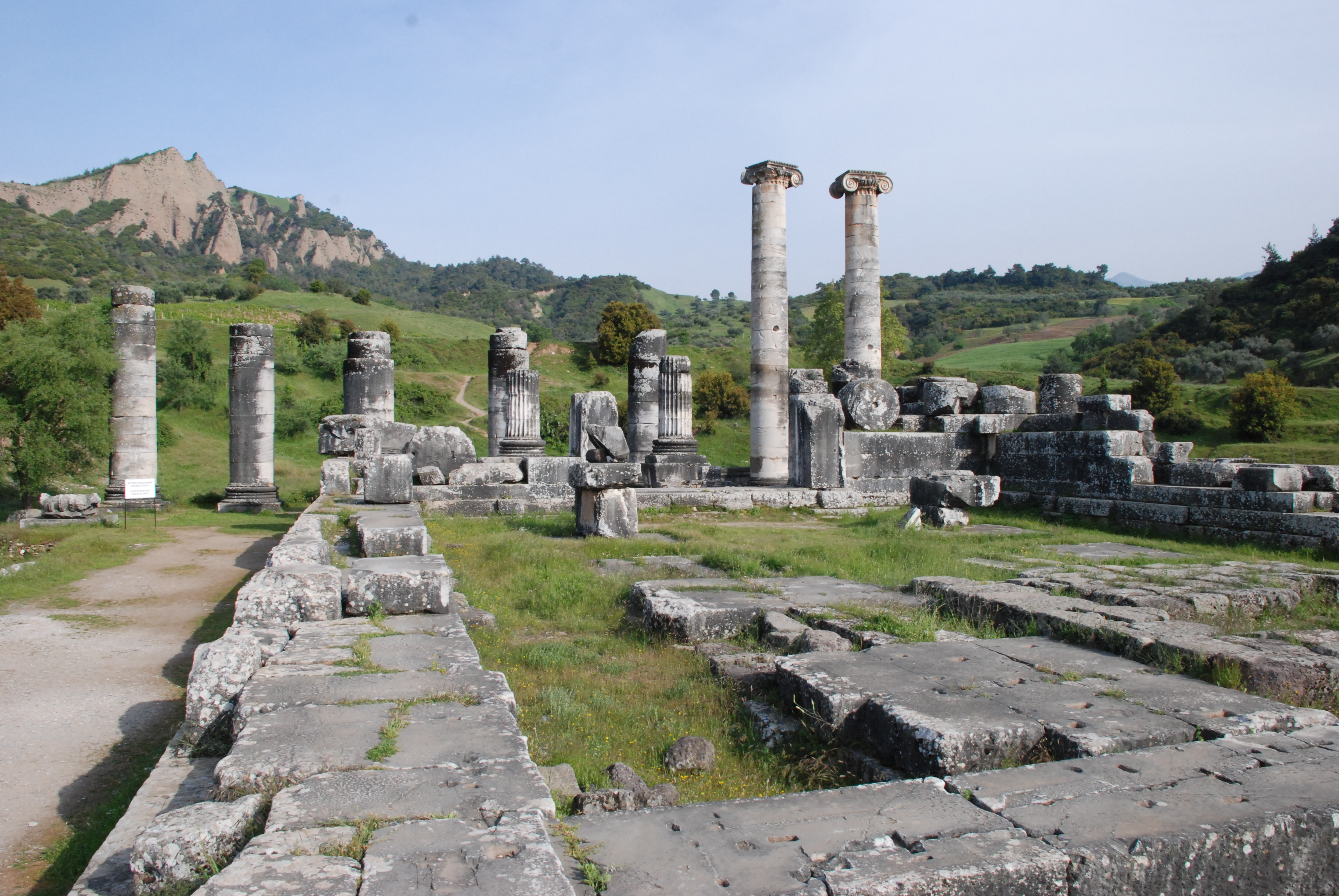 Temple of Artemis Sardis Turkey.jpg