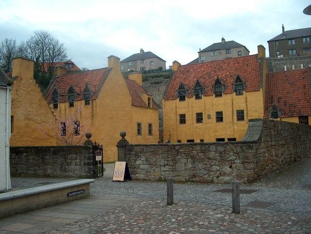 File:The Palace, Culross - geograph.org.uk - 352252.jpg