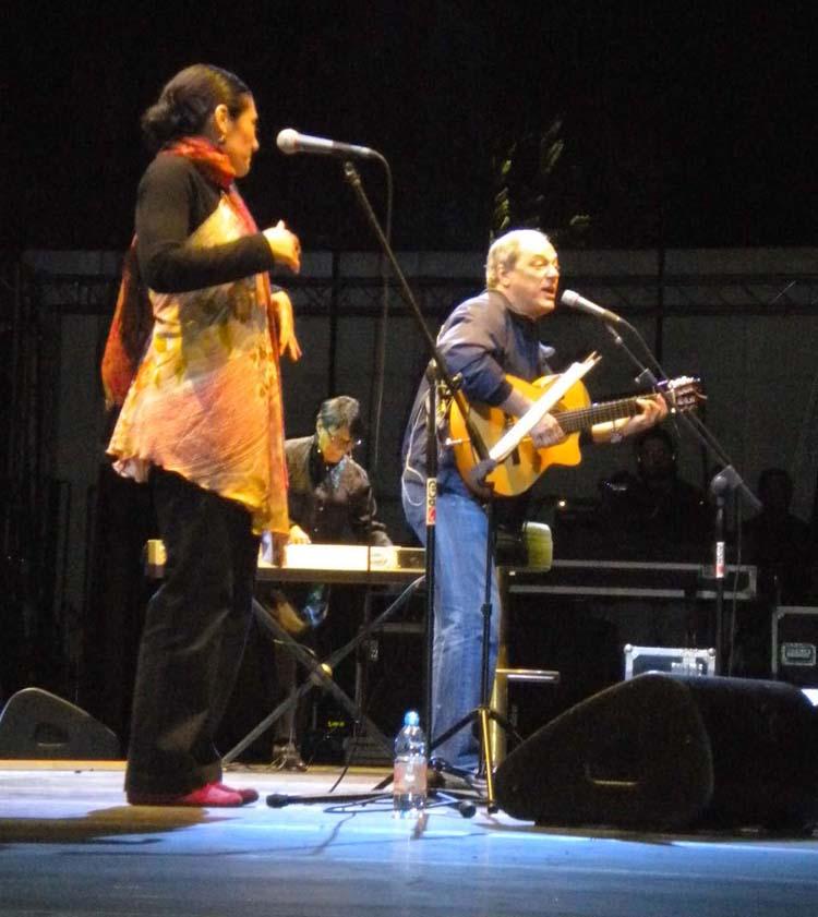 Toquinho en un recital con Badi Assad en Cremona (Italia), en agosto de 2010.