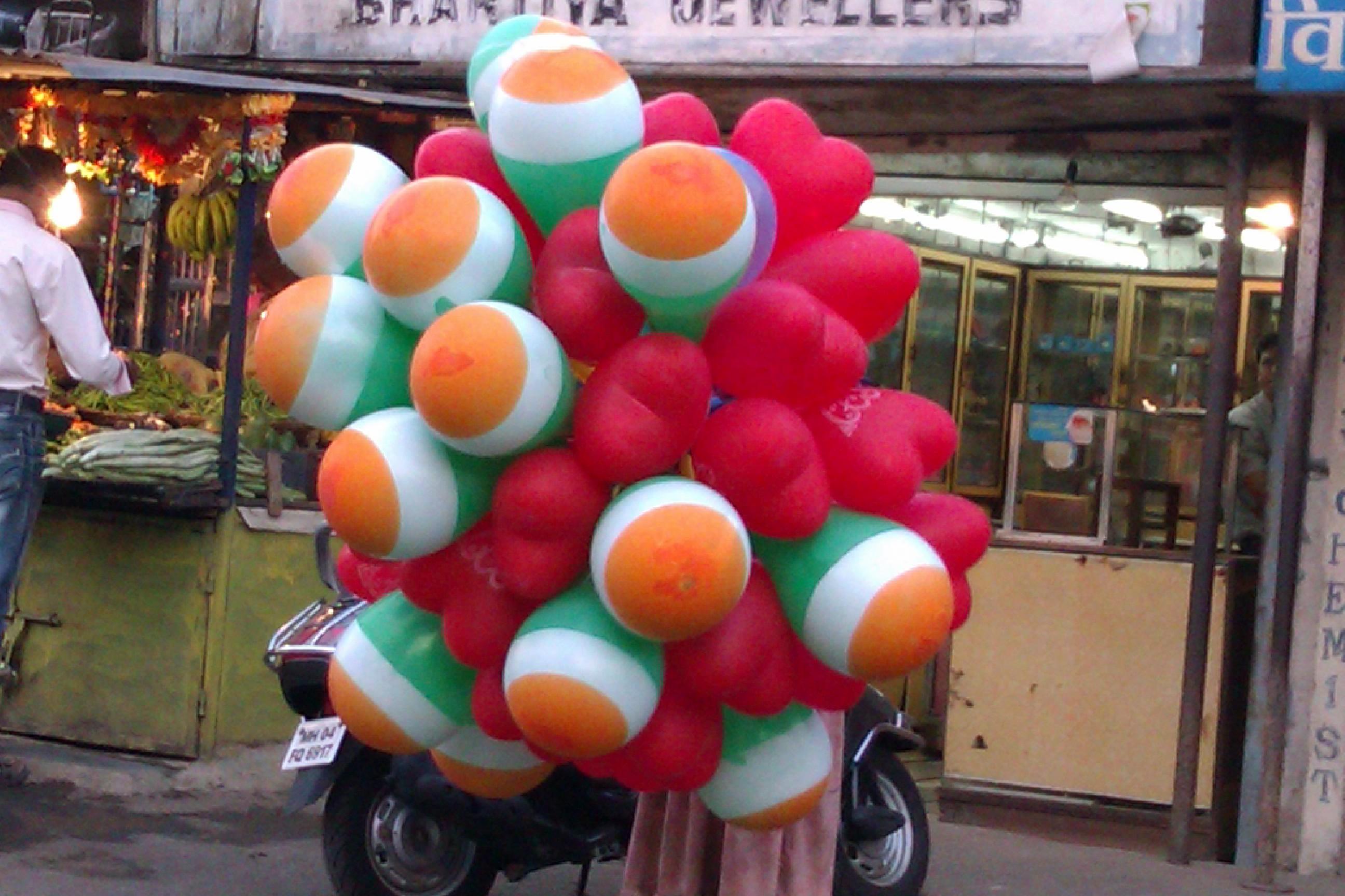 Tricolour_balloons.jpg (2592×1728)