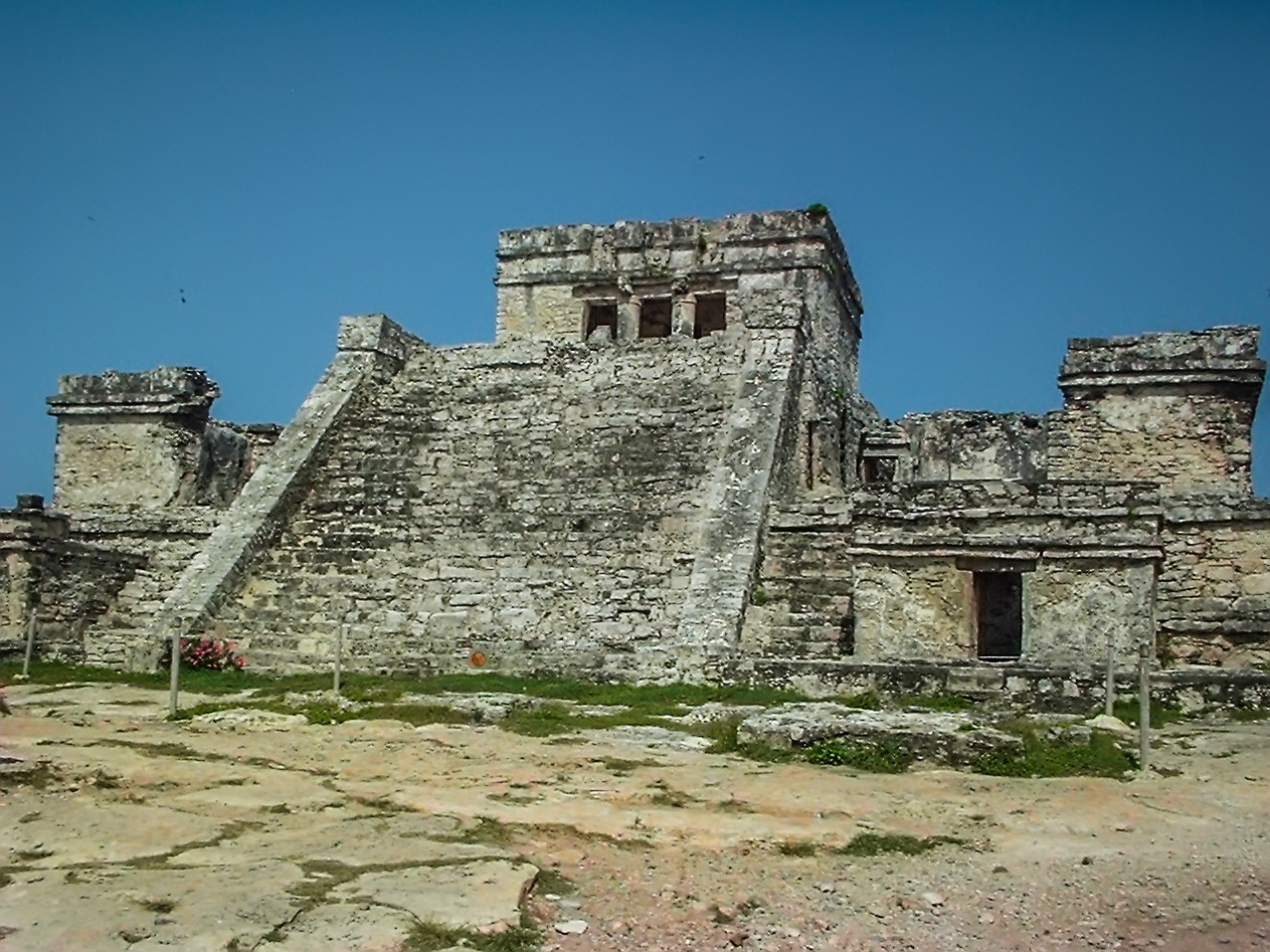 File:Tulum, el Castillo..jpg - Wikimedia Commons