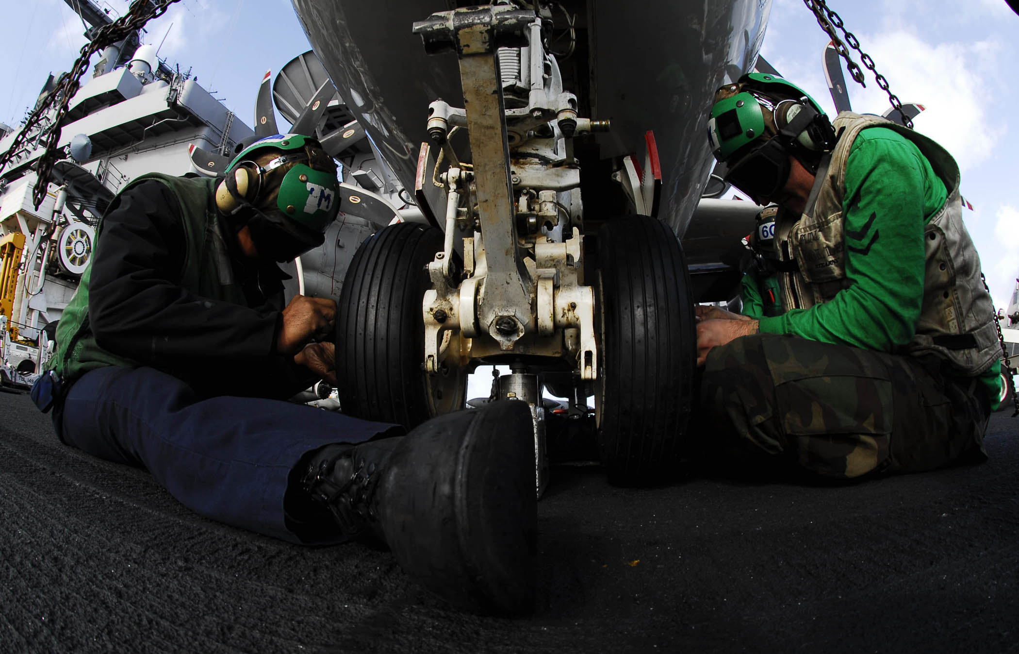 File:US Navy 081109-N-9928E-062 Aviation Structural Mechanic 3rd ...