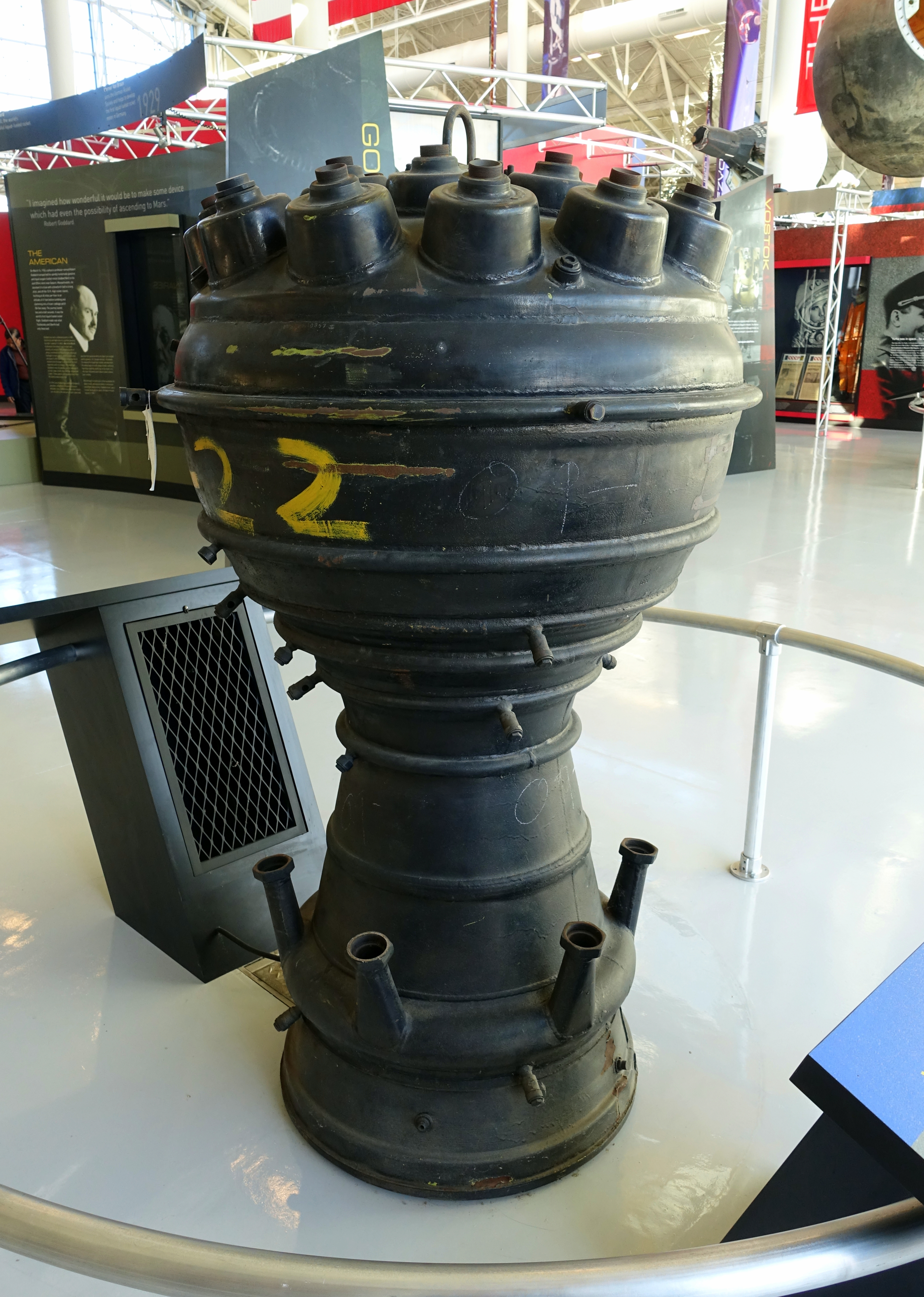 File:V2 rocket engine - Evergreen Aviation & Space Museum