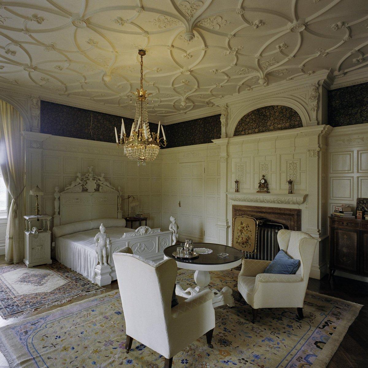 File vertrek kamer 4 naar het zuiden interieur met meubels en lambrizering origineel - Deco kamer stijl engels ...