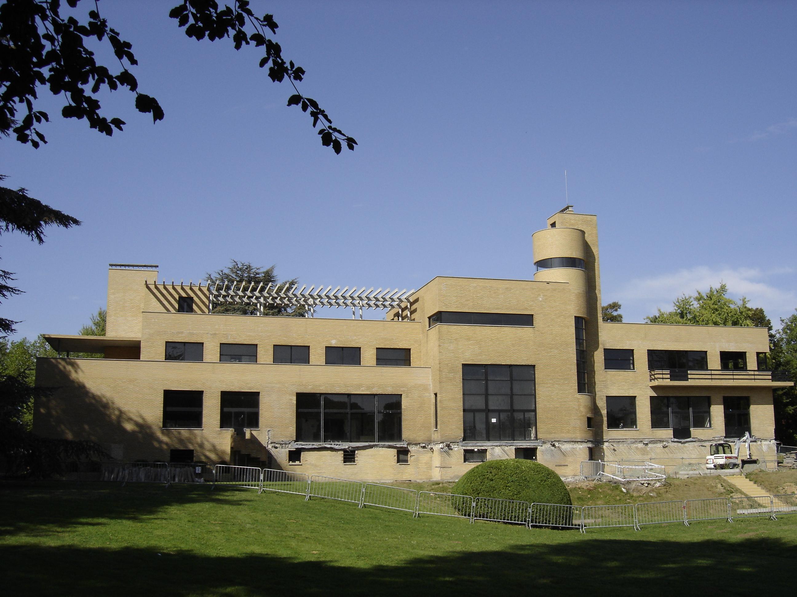 file villa cavrois facade sud est wikimedia commons. Black Bedroom Furniture Sets. Home Design Ideas