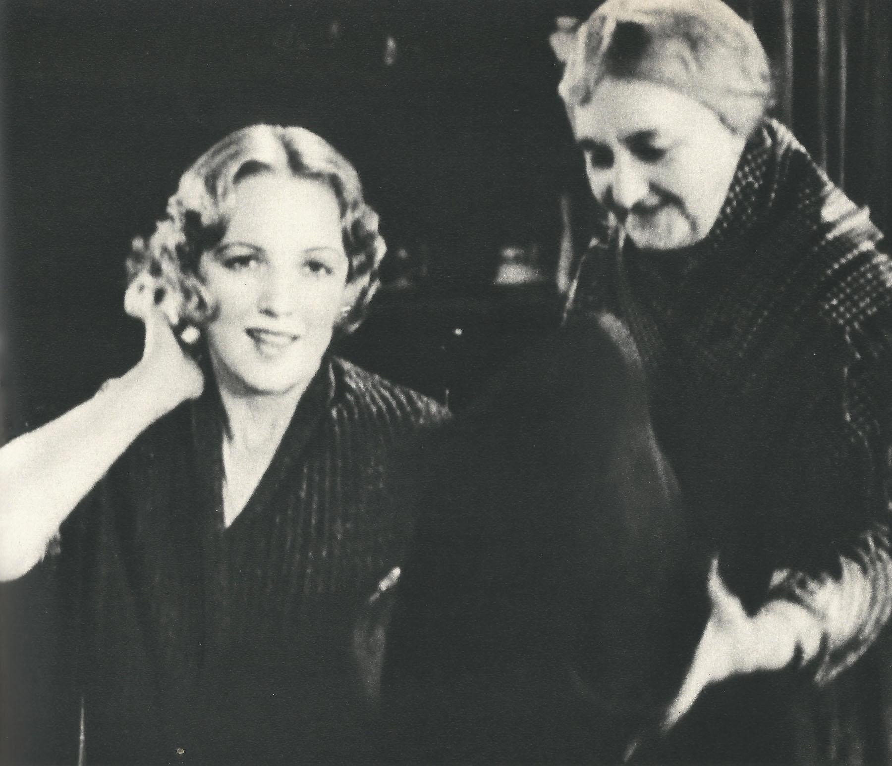 Una Stubbs (born 1937),Sona Cervena XXX video Helen Gahagan Douglas,Kelen Coleman