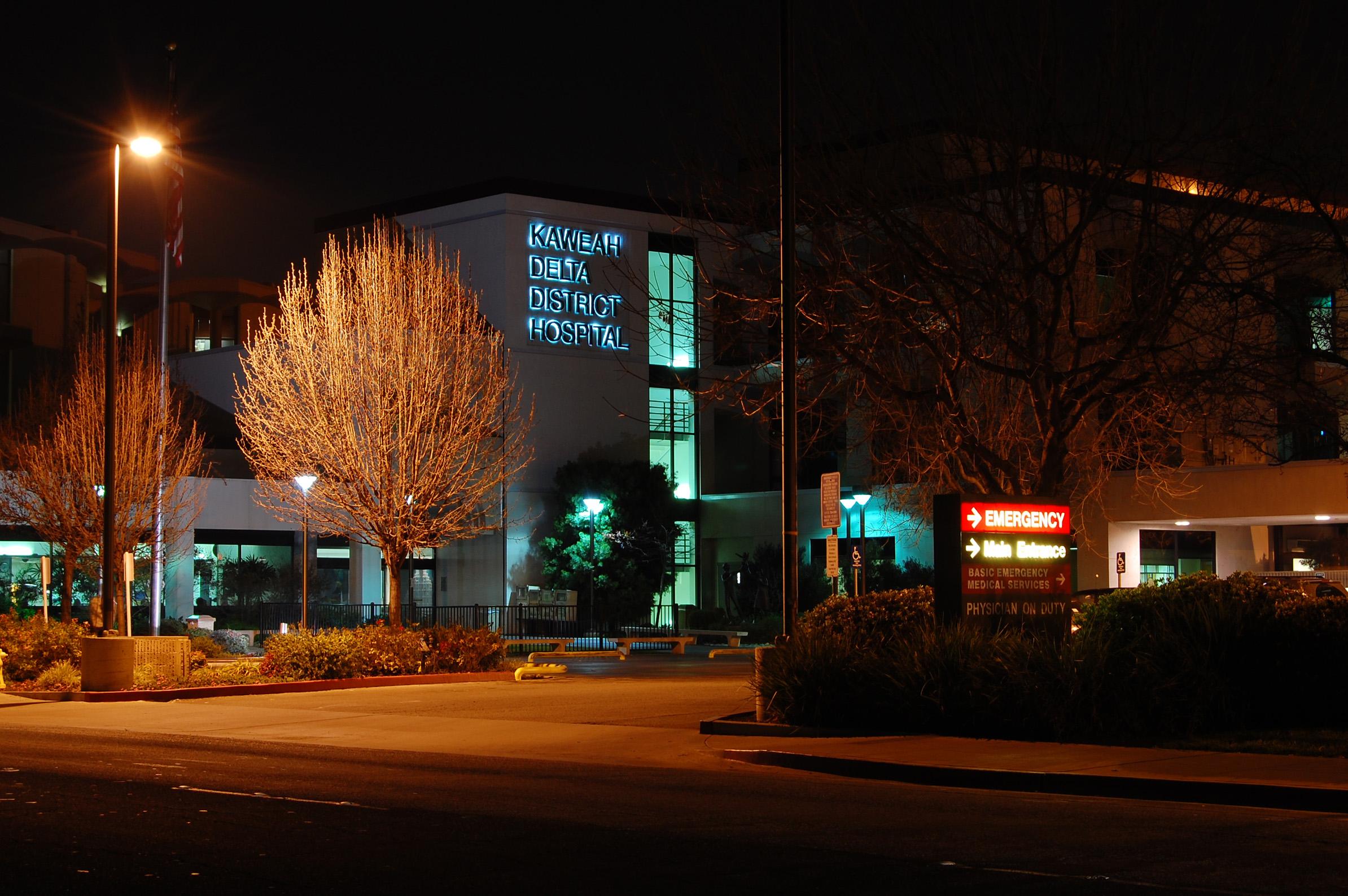 File:Visalia California Kaweah Delta Hospital at night.JPG ...