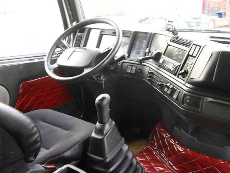 File:Volvo FH12 interior (model year 1993).jpg - Wikimedia Commons