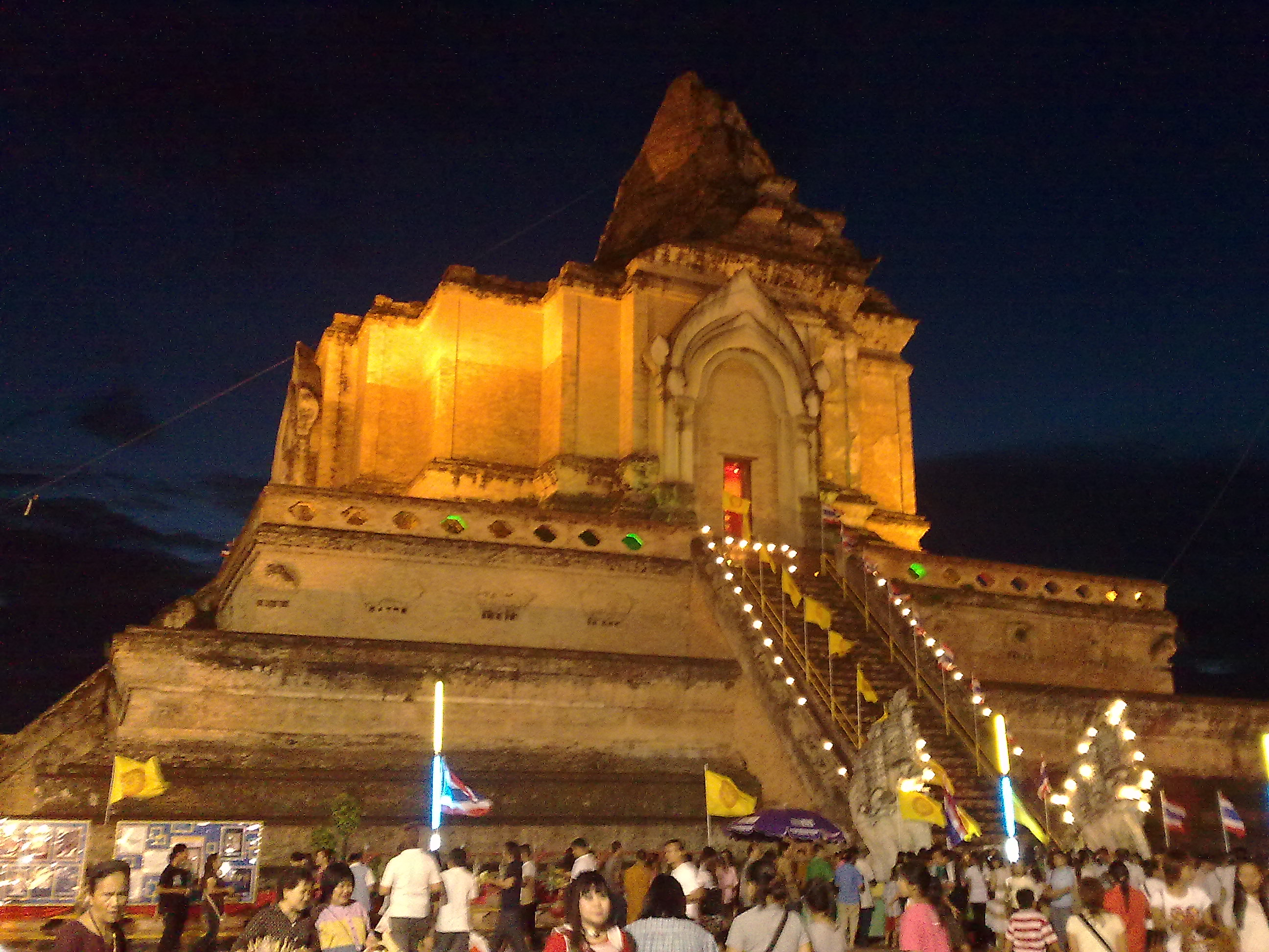 File:Wat Chedi Luang during Tam Boon Khan Dok - Inthakin ...