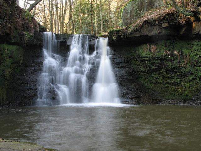Waterfall, Harden Beck - geograph.org.uk - 387252